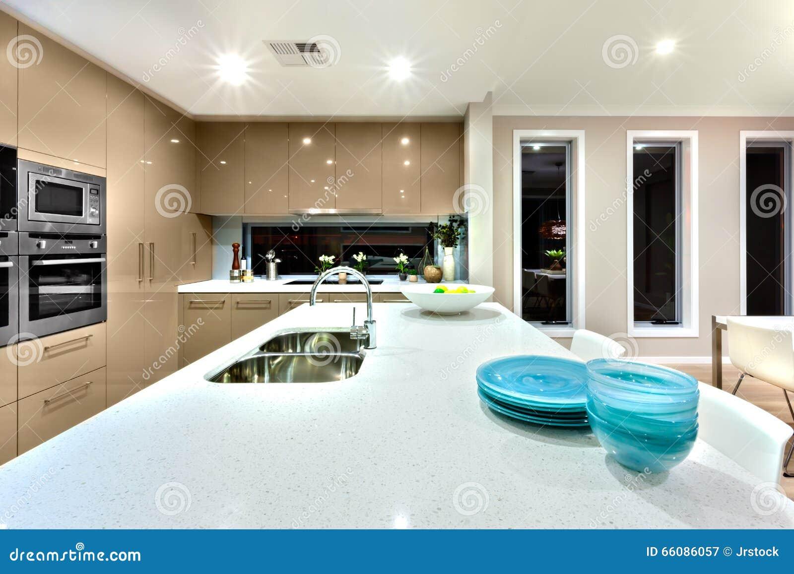 Close Up De Uma Bancada Cermic Branca Em Uma Cozinha Moderna