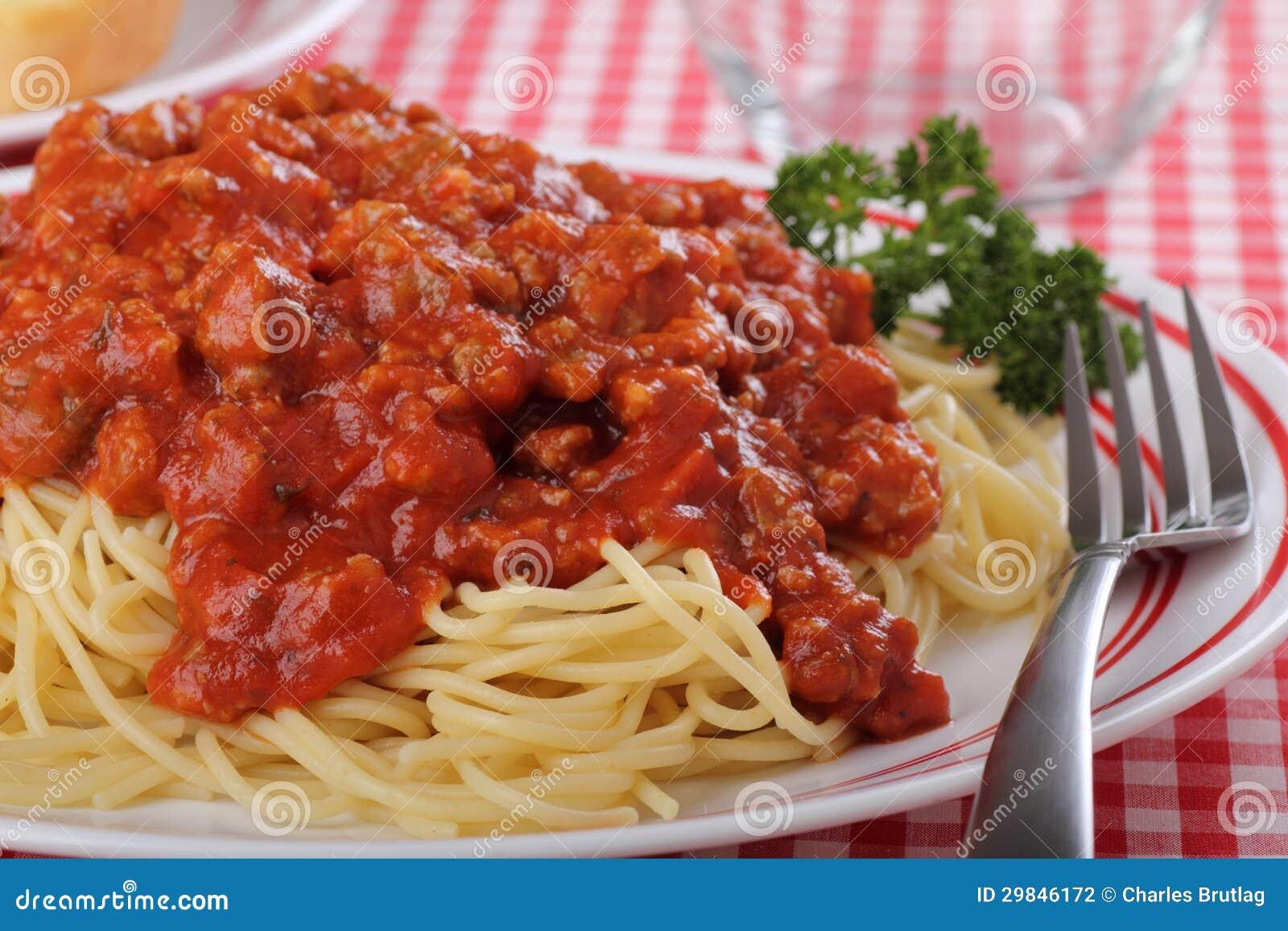 Close up do comensal dos espaguetes
