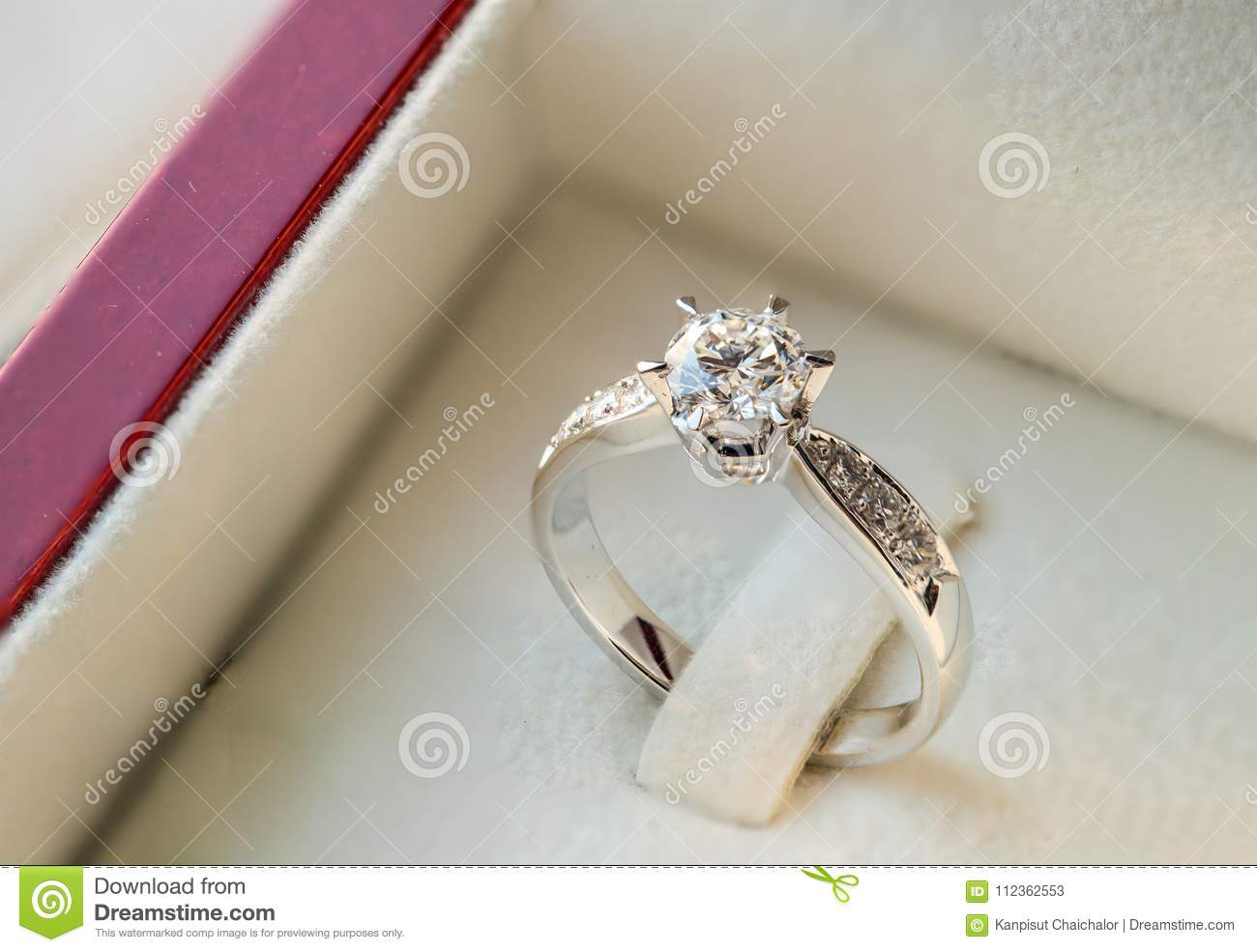Close Up Diamond Wedding Ring In The Luxury Box Stock Image Image