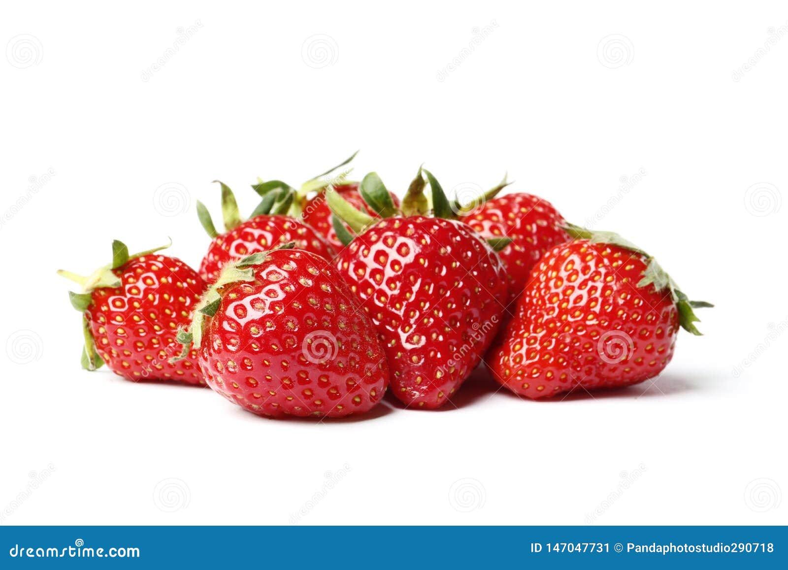 Close-up die van verse aardbeien is ontsproten Ge?soleerdj op witte achtergrond