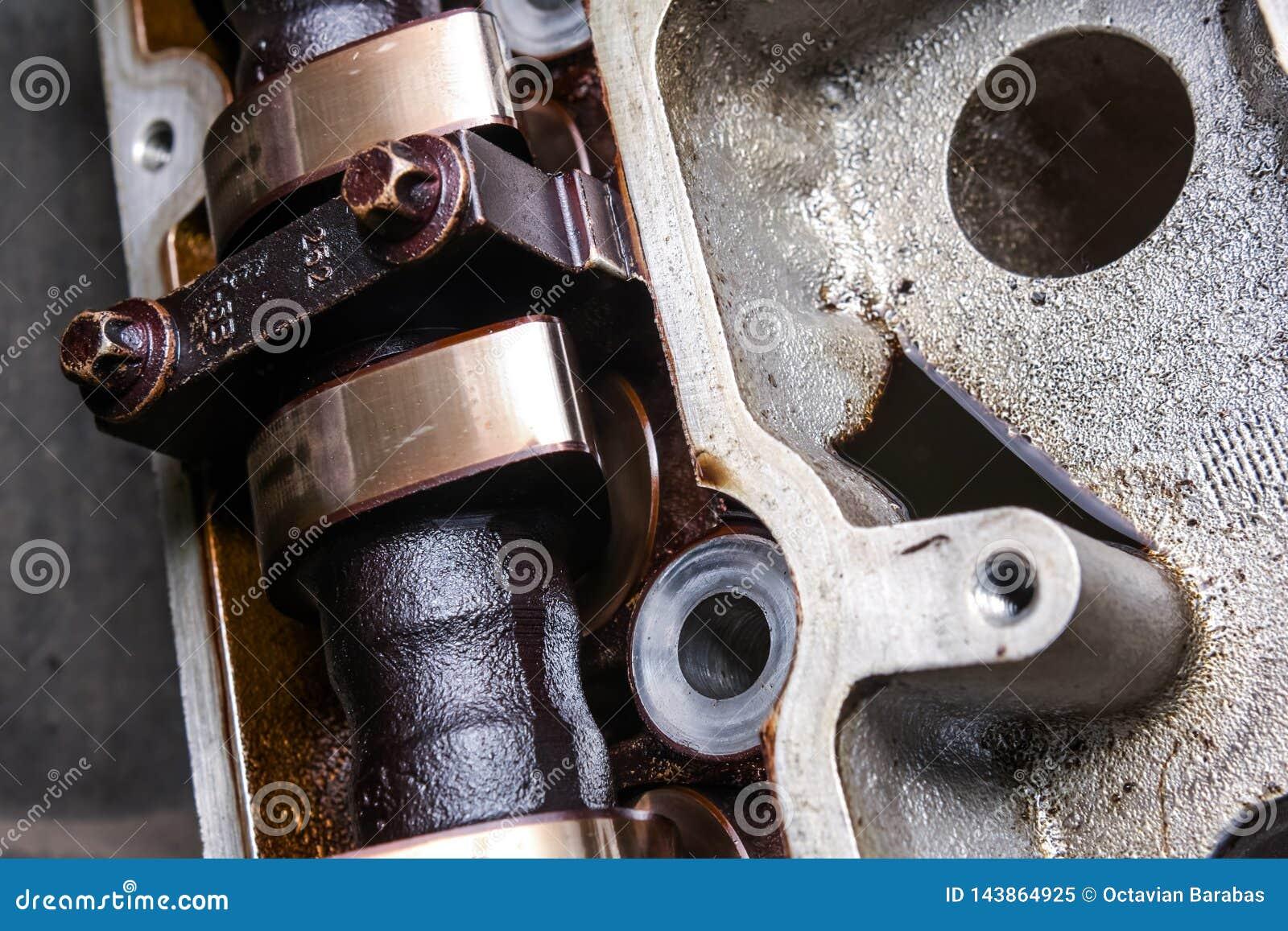 Close up do eixo de cames usado no motor de automóveis
