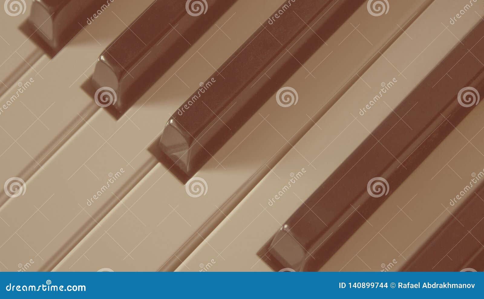 Close-up do estilo retro velho do instrumento musical das chaves do piano
