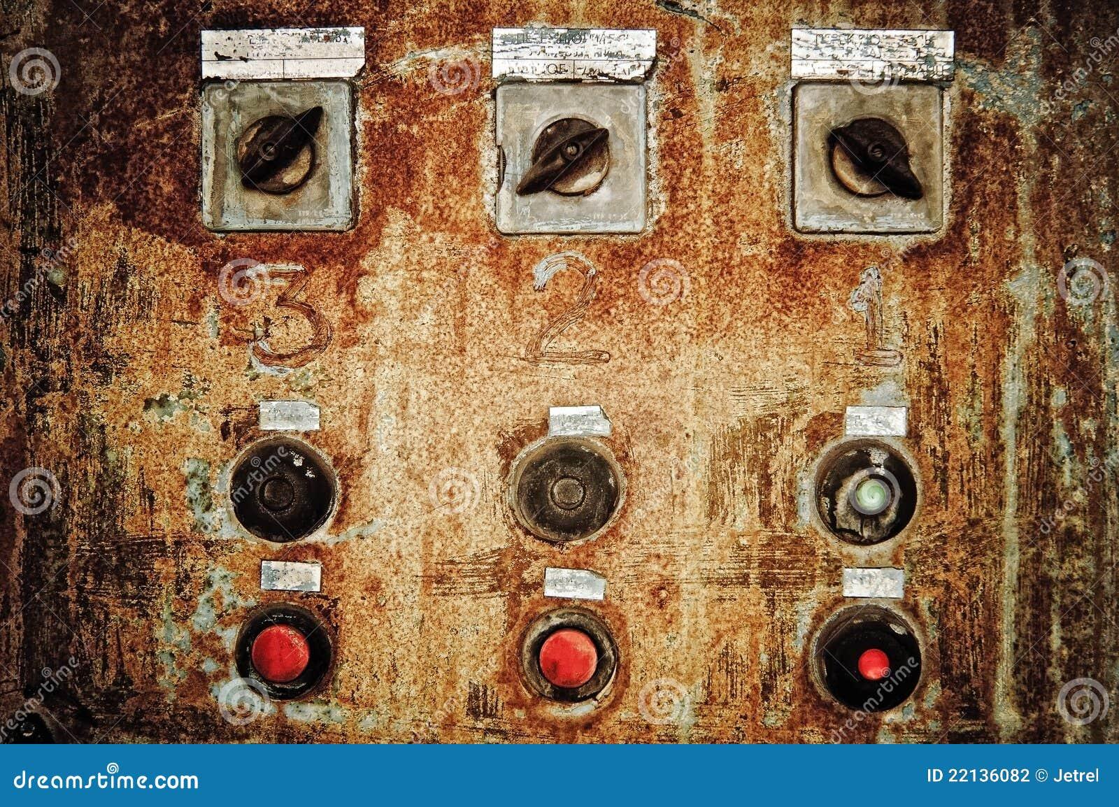 Close up do painel de controle oxidado velho