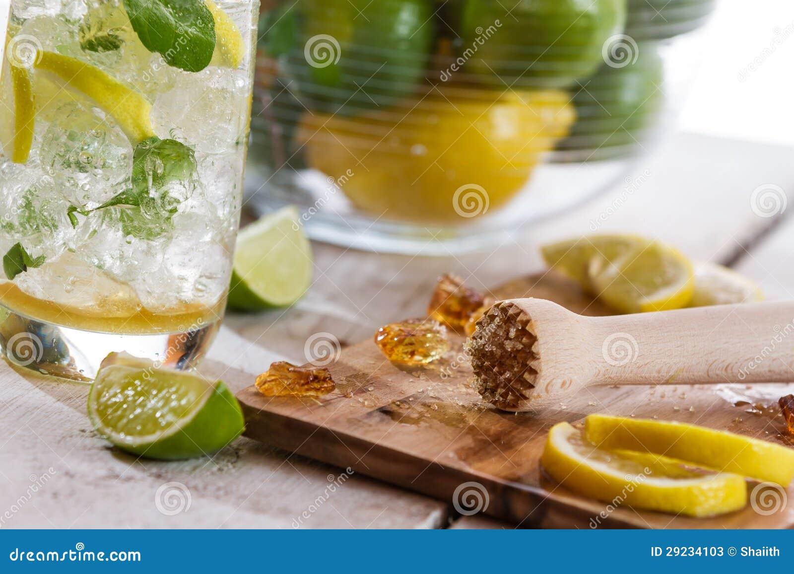 Download Close Up Dos Ingredientes Para A Bebida Fria Do Citrino Imagem de Stock - Imagem de mint, cópia: 29234103