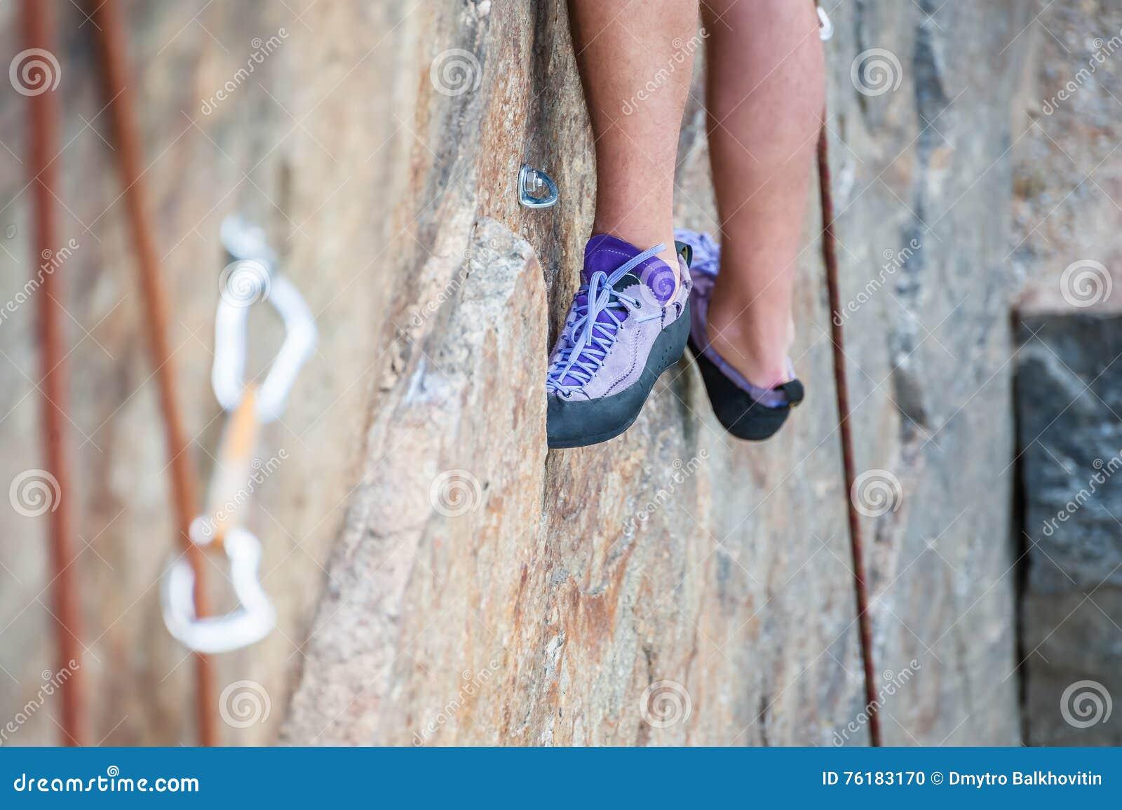 Close-up dos pés do montanhista