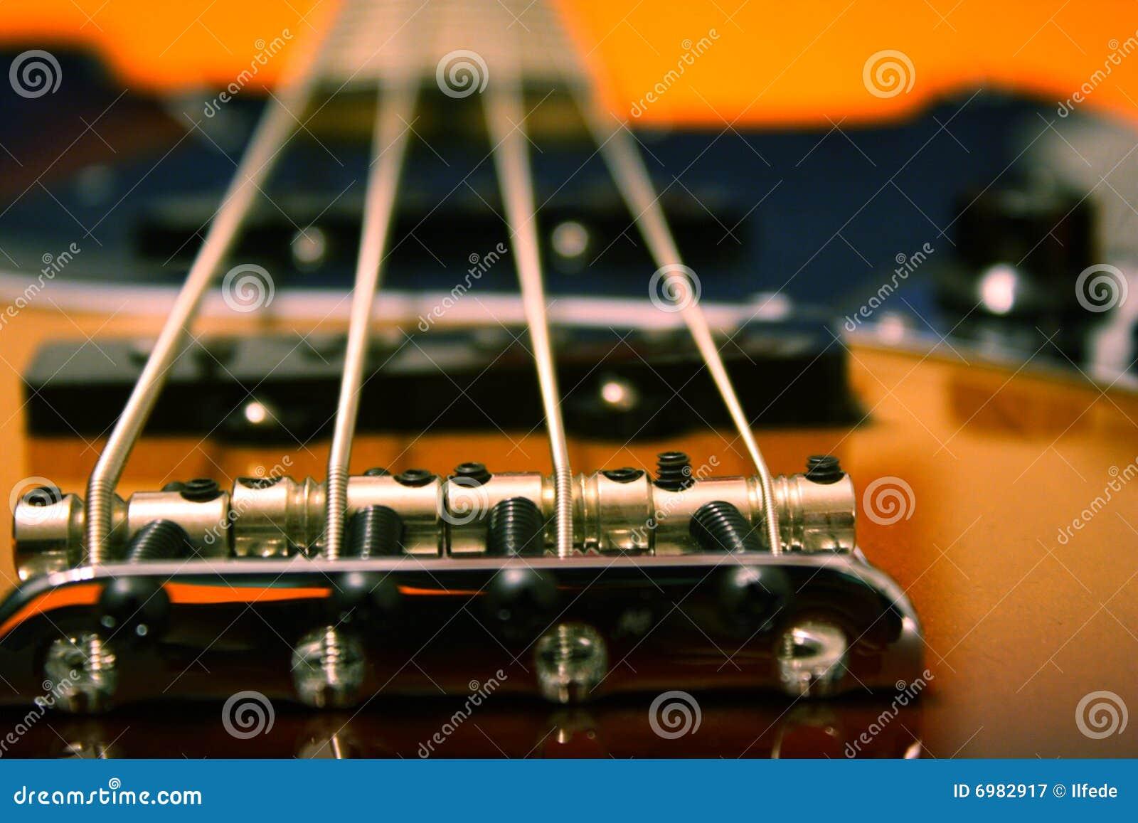 Close-up elétrico do baixo do jazz