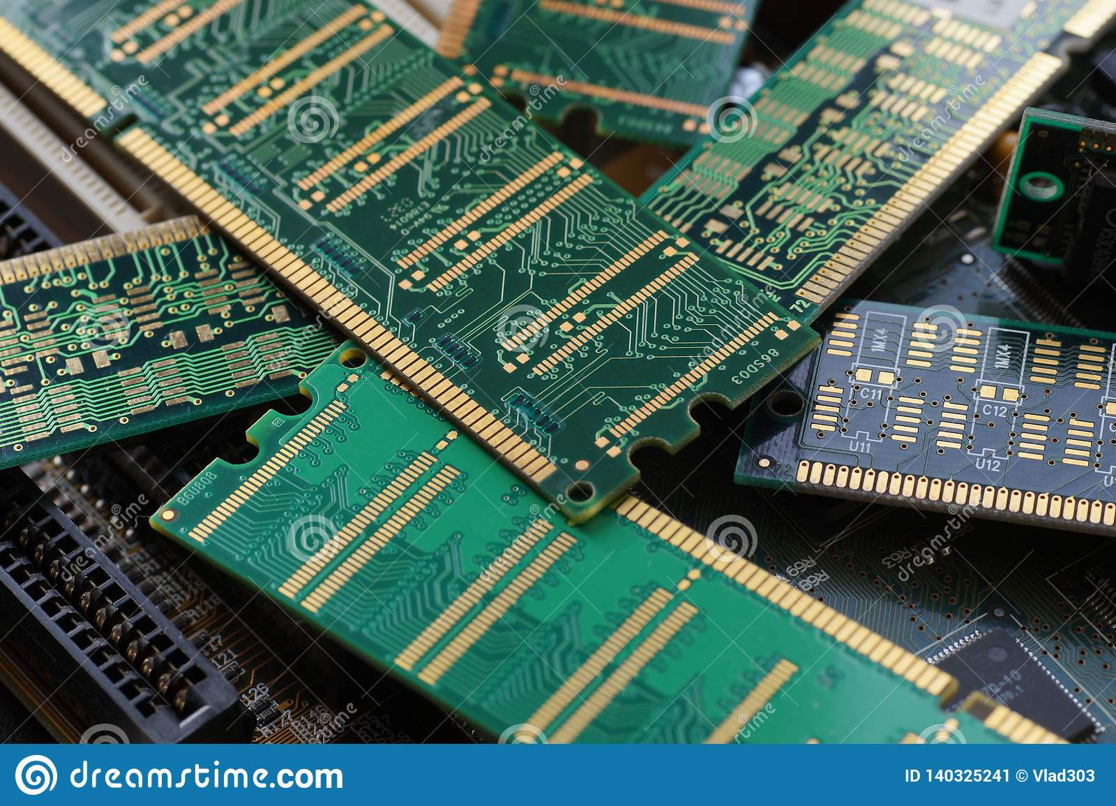 Close-up grande Módulos de RAM, usados primeiramente como a memória central em computadores pessoais, em estações de trabalho, e