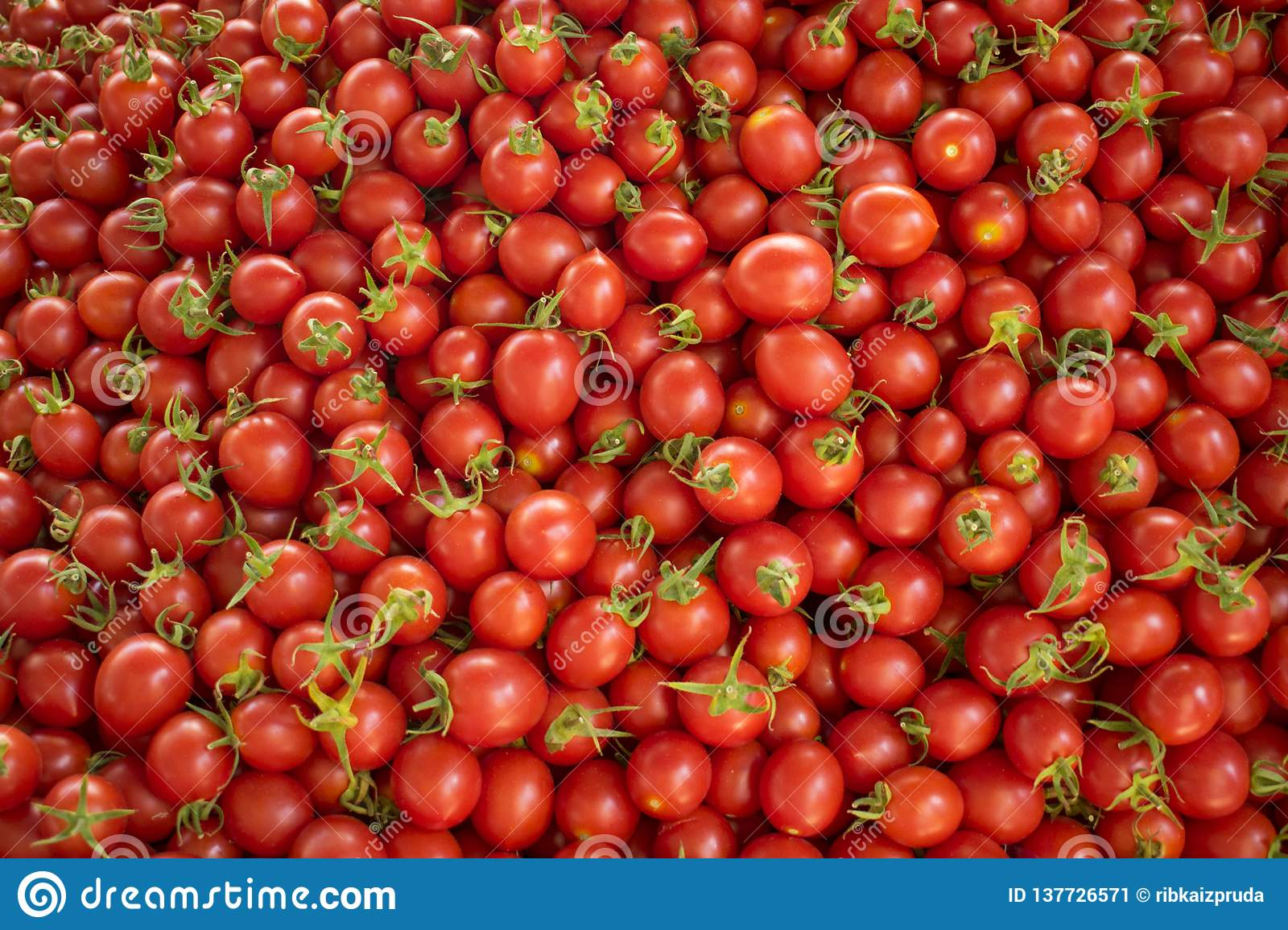 Fresh Red Tomatoes At A Farmers Market Healthy Food