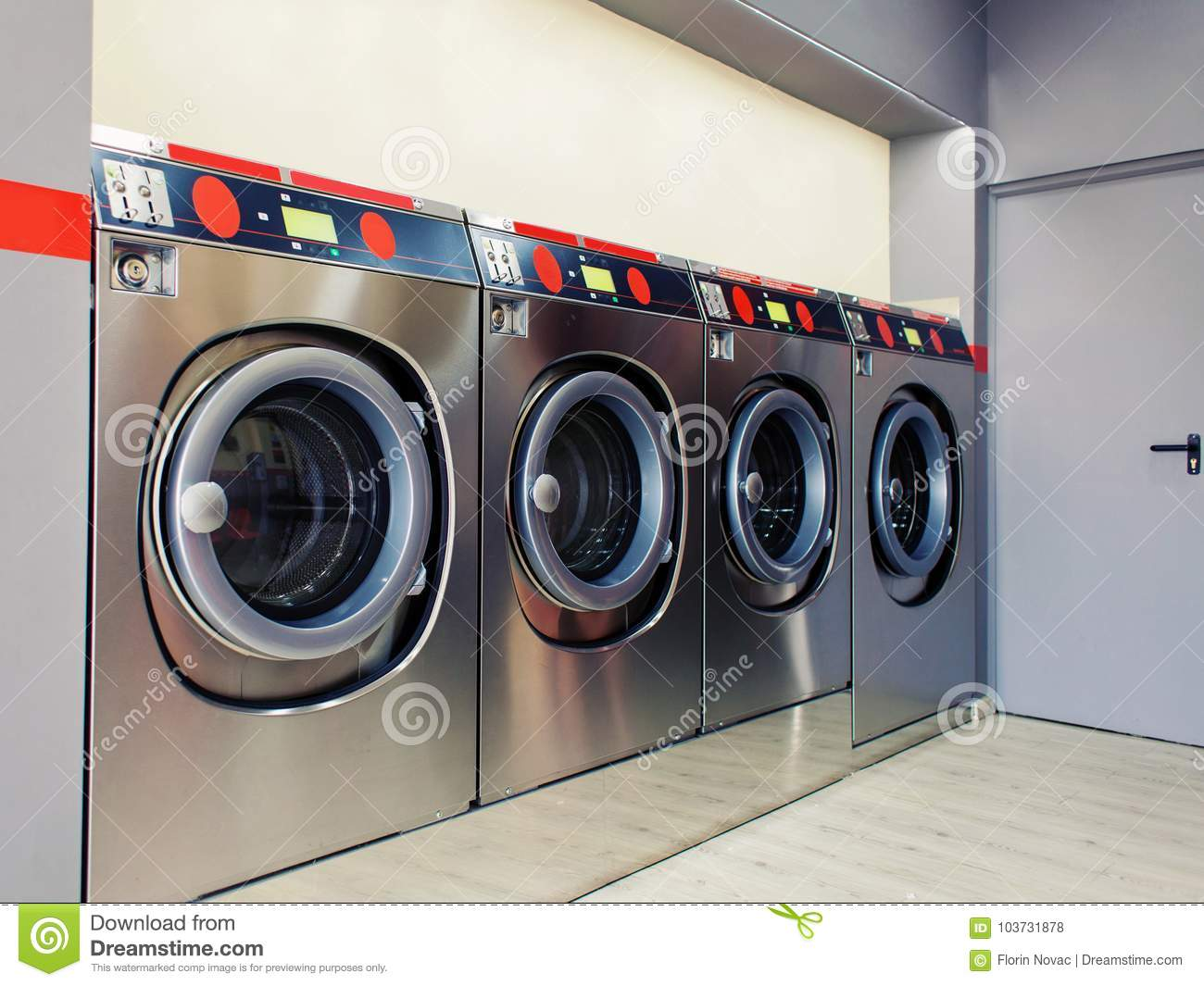 Self service washing machine with clean space