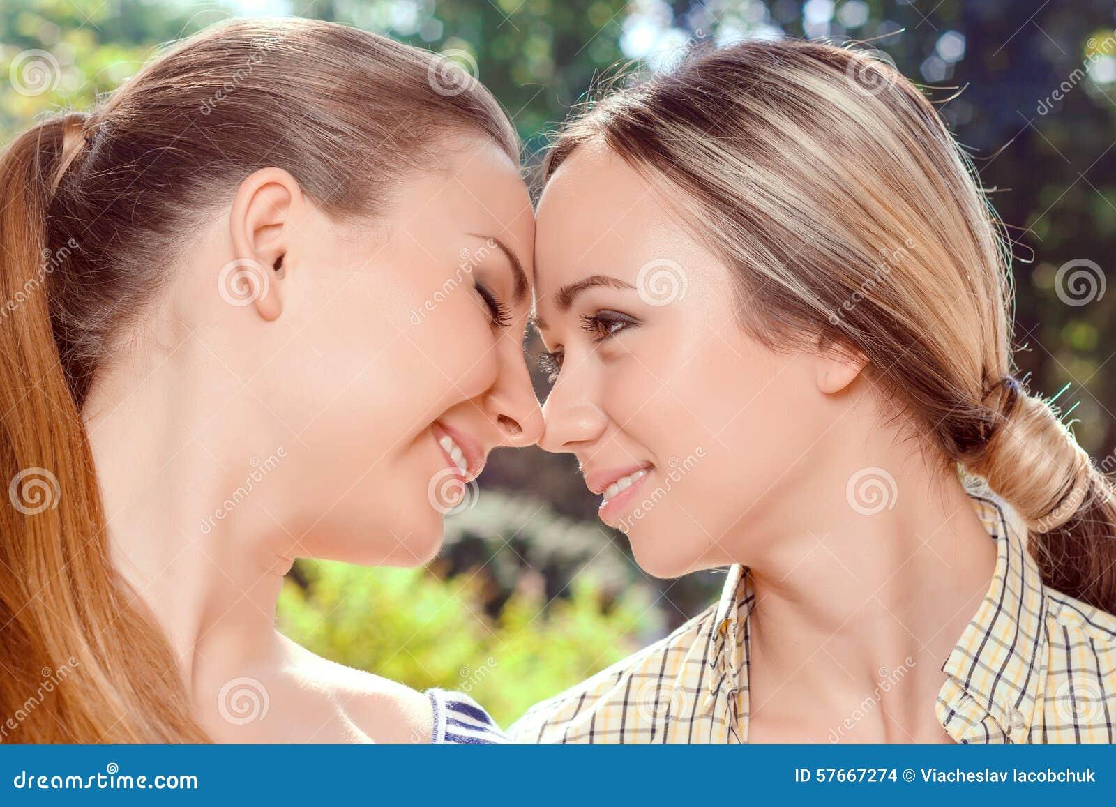 Closeup Lesbian 39
