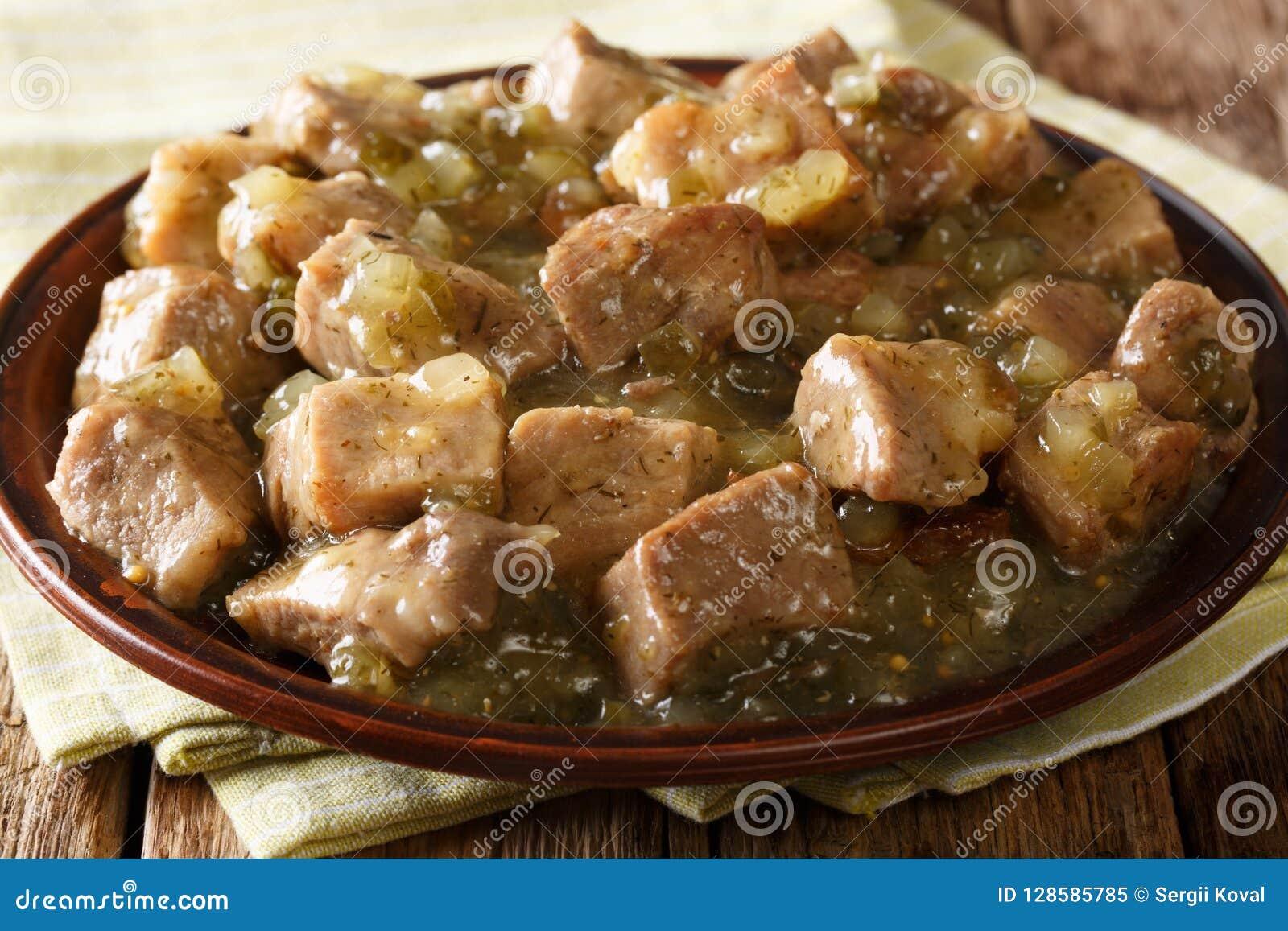 Close up mexicano do verde do pimentão da carne de porco do alimento em uma placa horizontal