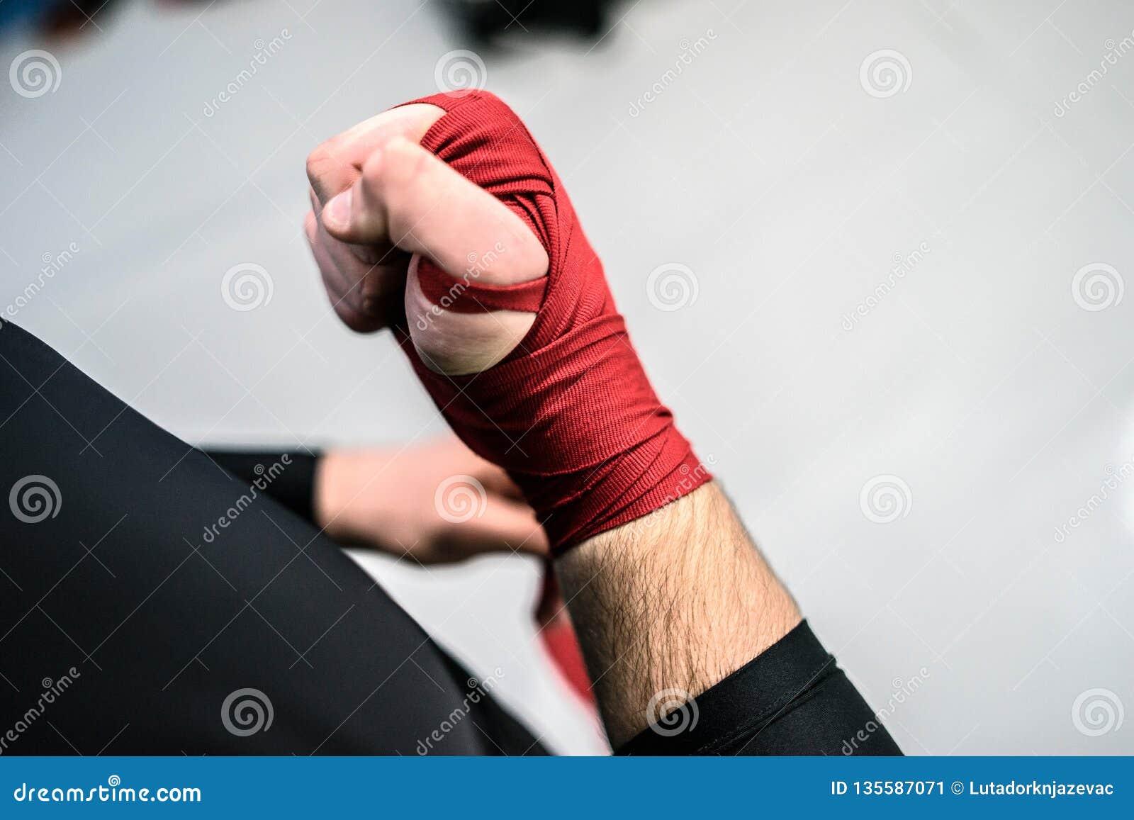 destul de dragut reducere mare magazin de vânzare MMA Boxing Fighter Putting Hand Wraps On Hands Stock Image - Image ...
