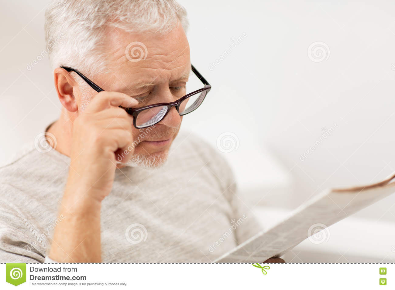 Close Up Of Old Man In Glasses Reading Newspaper Stock Image - Image of  eyesight, pensioner: 78261071