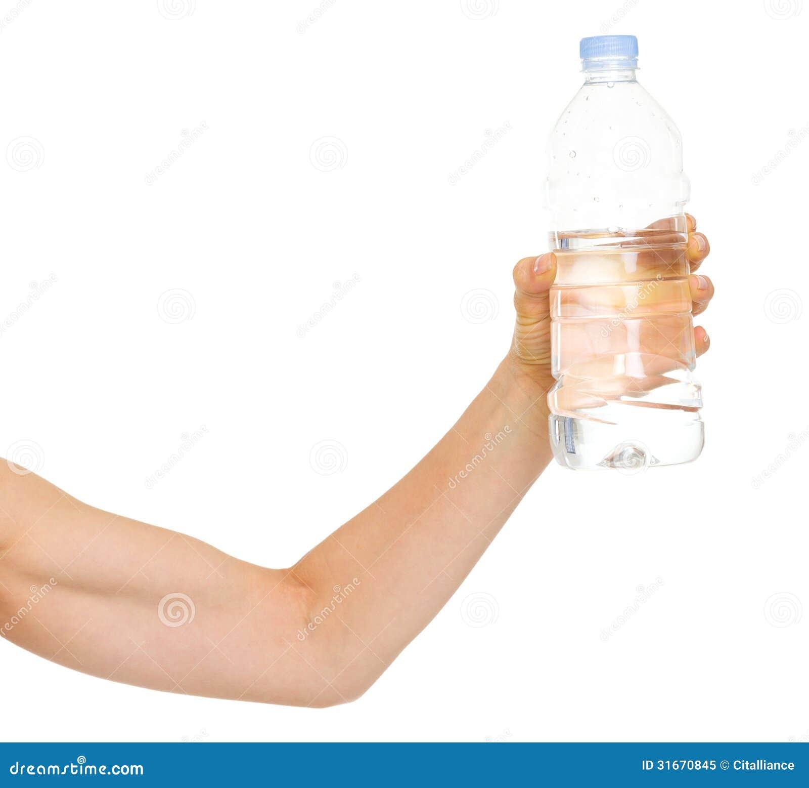 Close-up op vrouwelijke handen met fles water