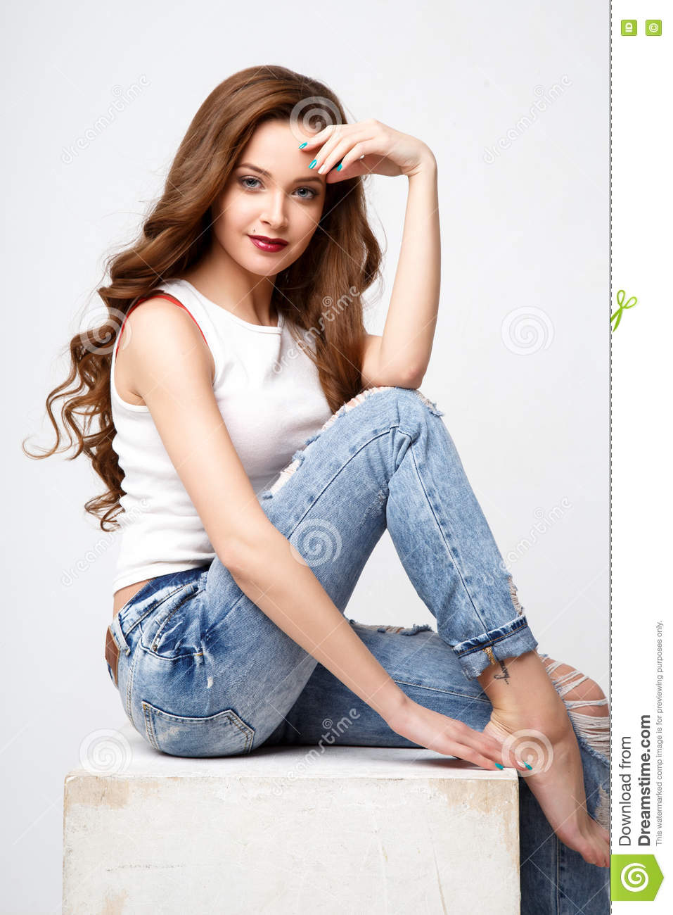 Long hairstyle for jeans