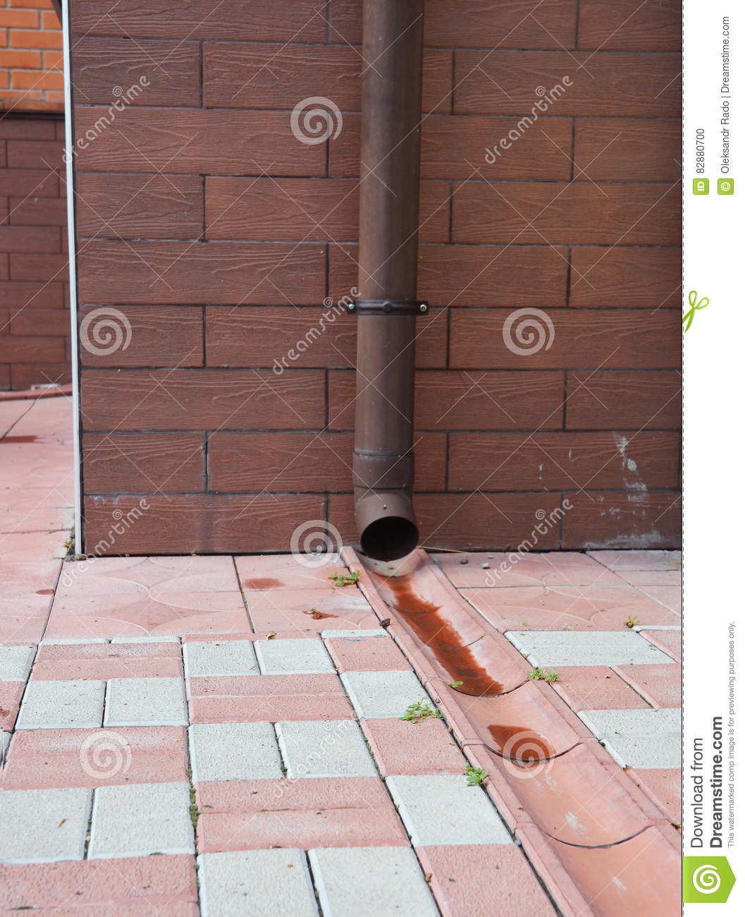 Roof downspout gutter and downspout near the roof of a for House roof drain pipes