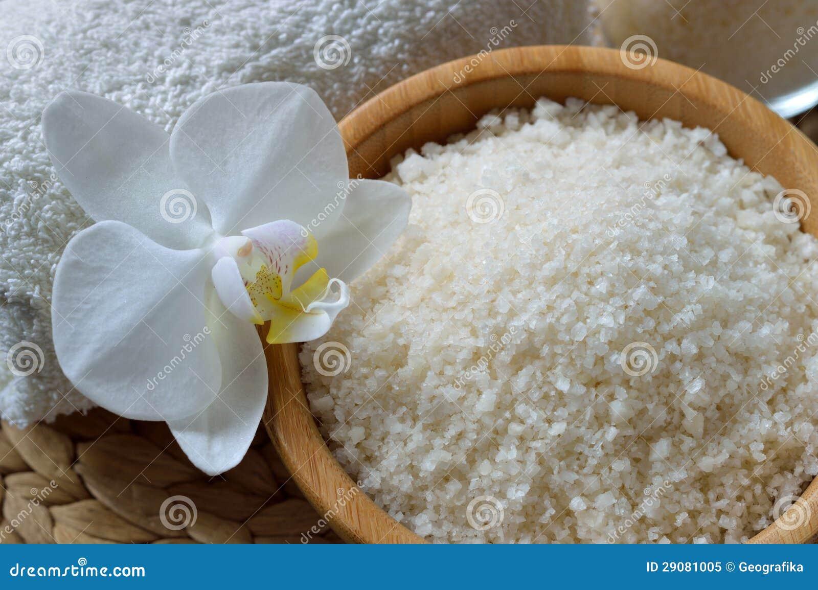 Как использовать морскую соль для ногтей