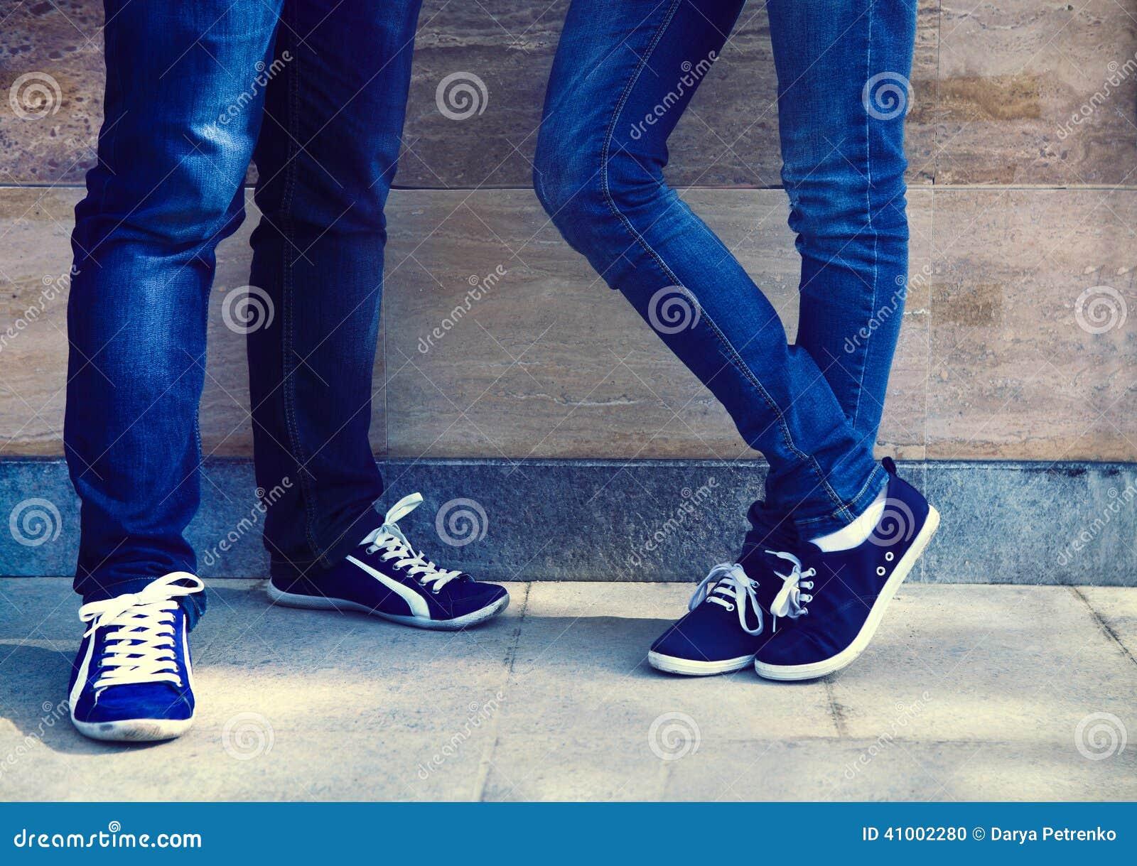 Фото в джинсах только ноги 24 фотография