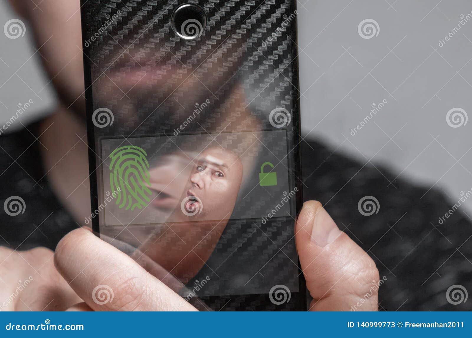 Close-up van de vingerafdruk om de gebruiker van de telefoon te identificeren het concept gezichtsidentiteitskaart