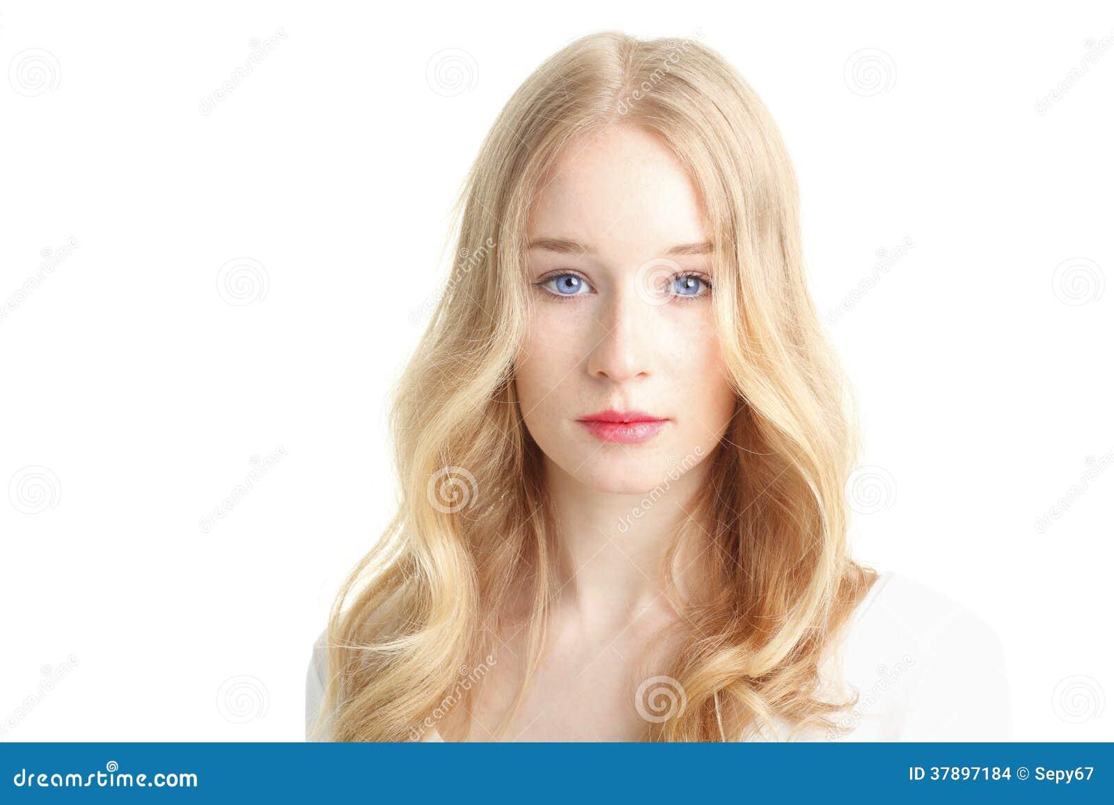 Close-up van een mooie jonge vrouw die op witte achtergrond glimlachen