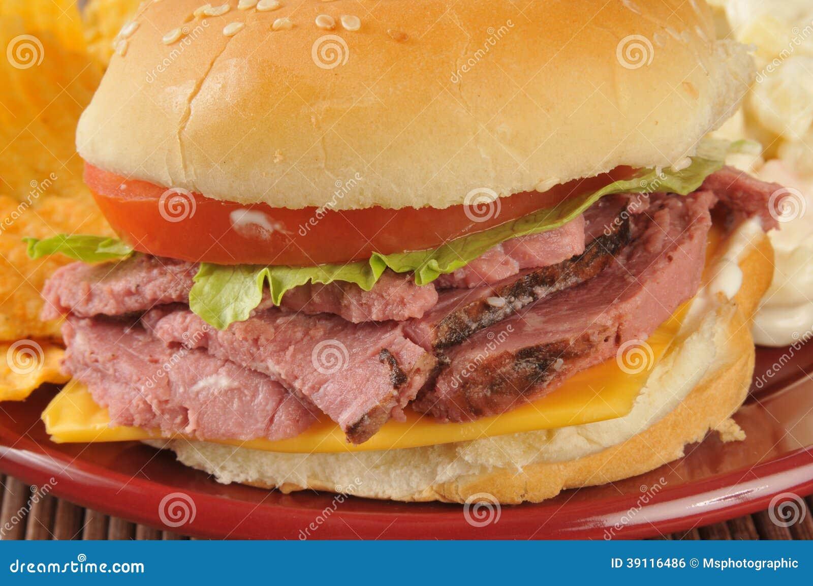 Close-up van een sandwich van het braadstukrundvlees