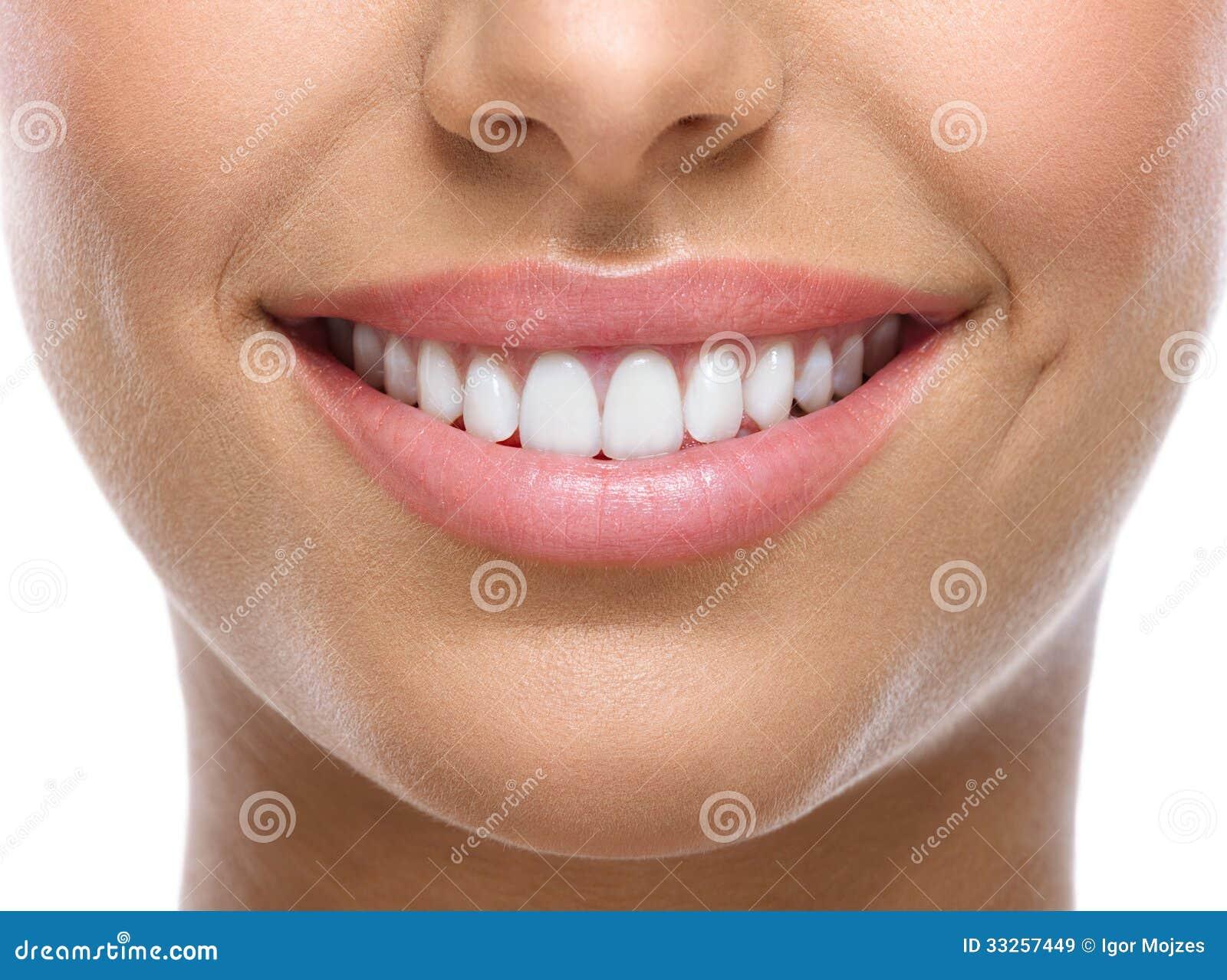 Close-up van glimlach met witte tanden