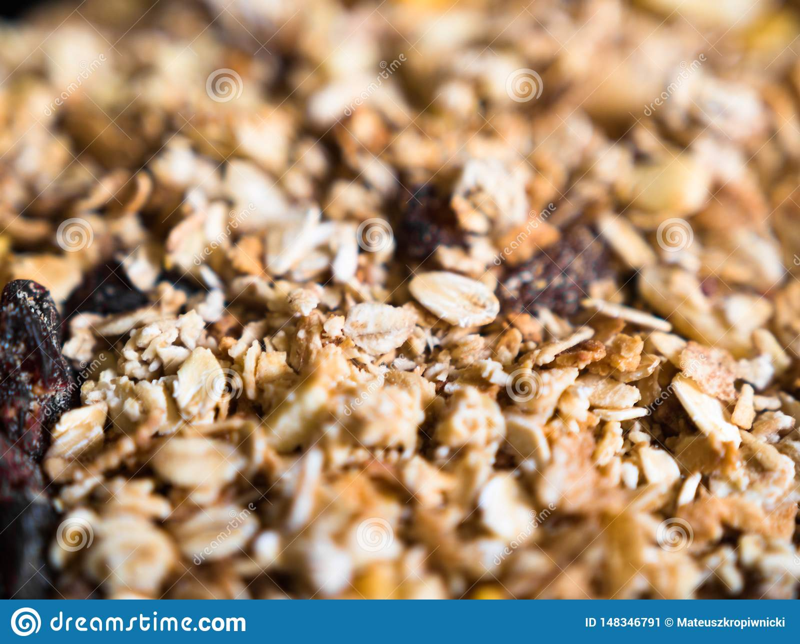 Close-up van knapperige muesli met granola en droge vruchten