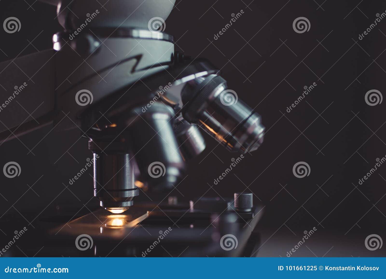Close-up van microscoop wordt geschoten die
