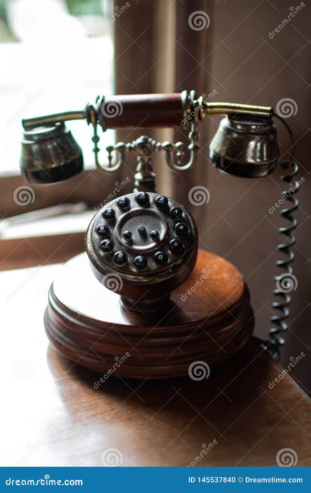 Close-up van uitstekende houten telefoon