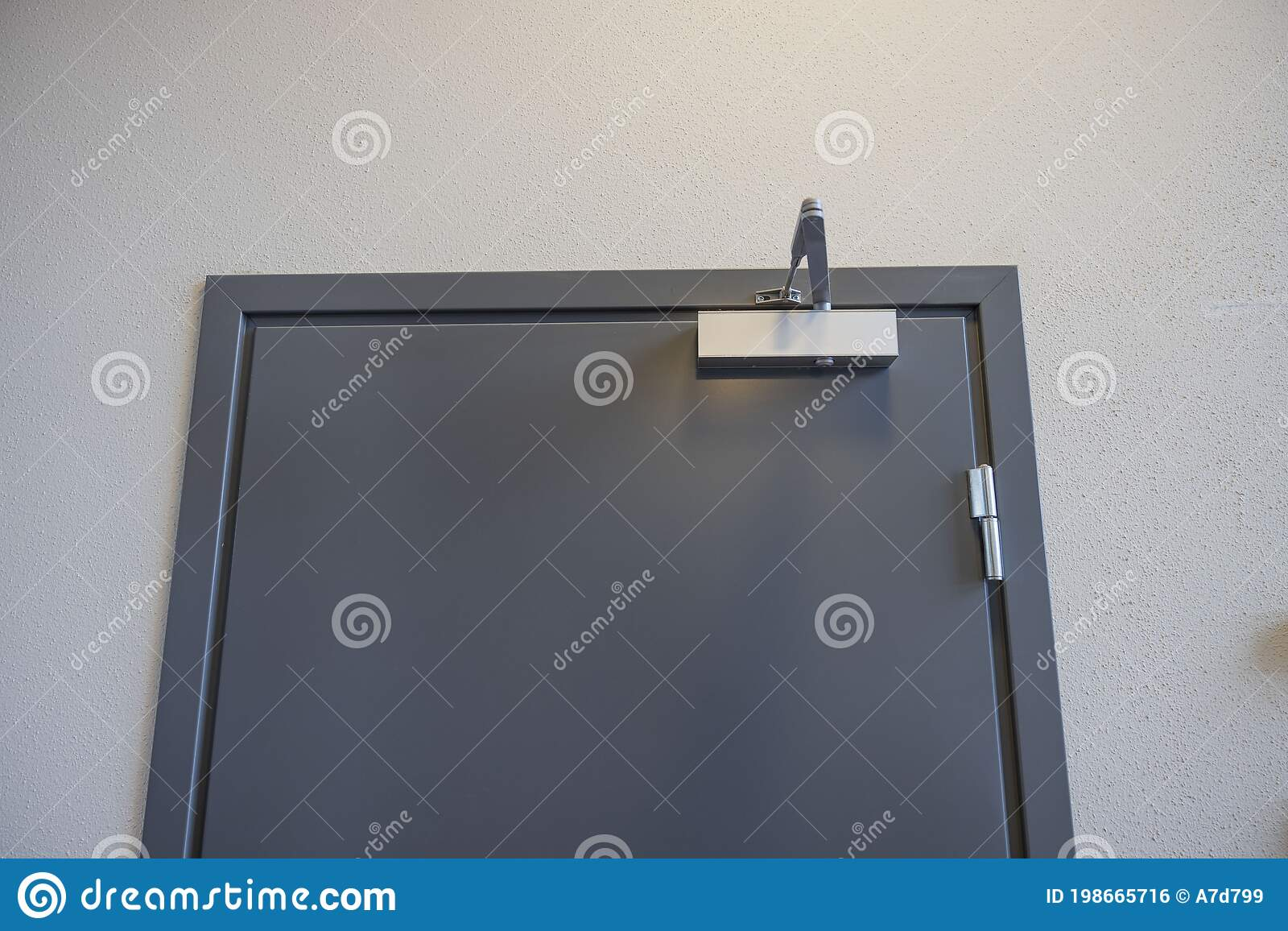 Close Up View Of Extra Heavy Aluminum Commercial Door Closer Stock Photo Image Of Door Concept 198665716