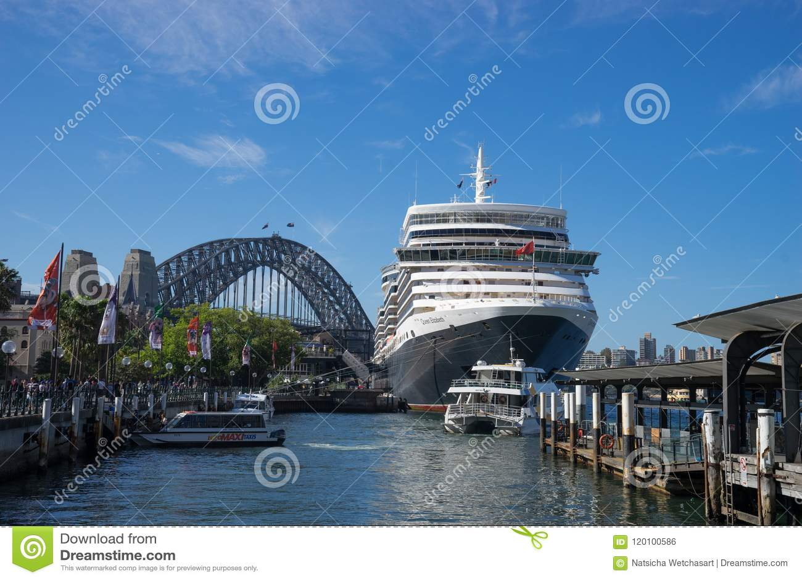 Close Up The World`s Famous Ship, Queen Elizabeth Cruise Ship Do