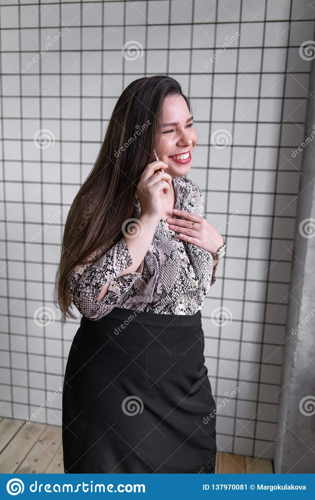 Close up Young Office Woman Talking to Someone on her Mobile Phone While Looking Into the Distance with Happy Facial