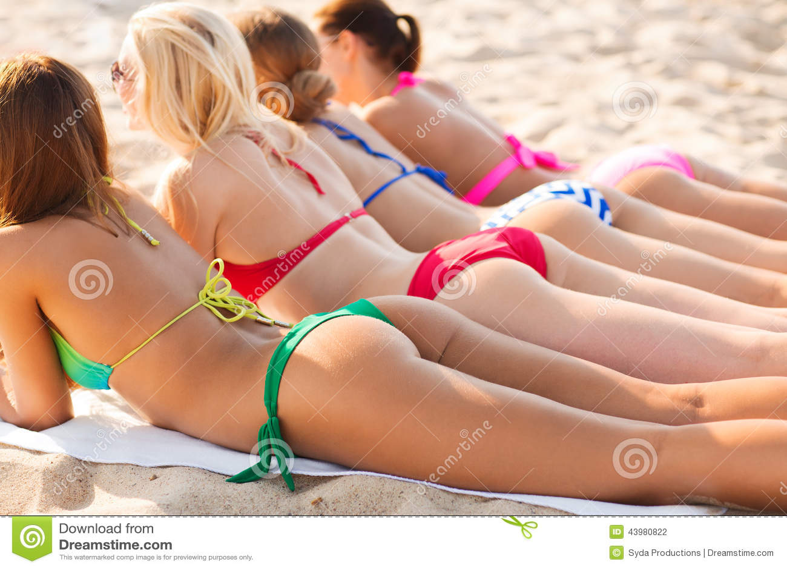 фото женщин лежа