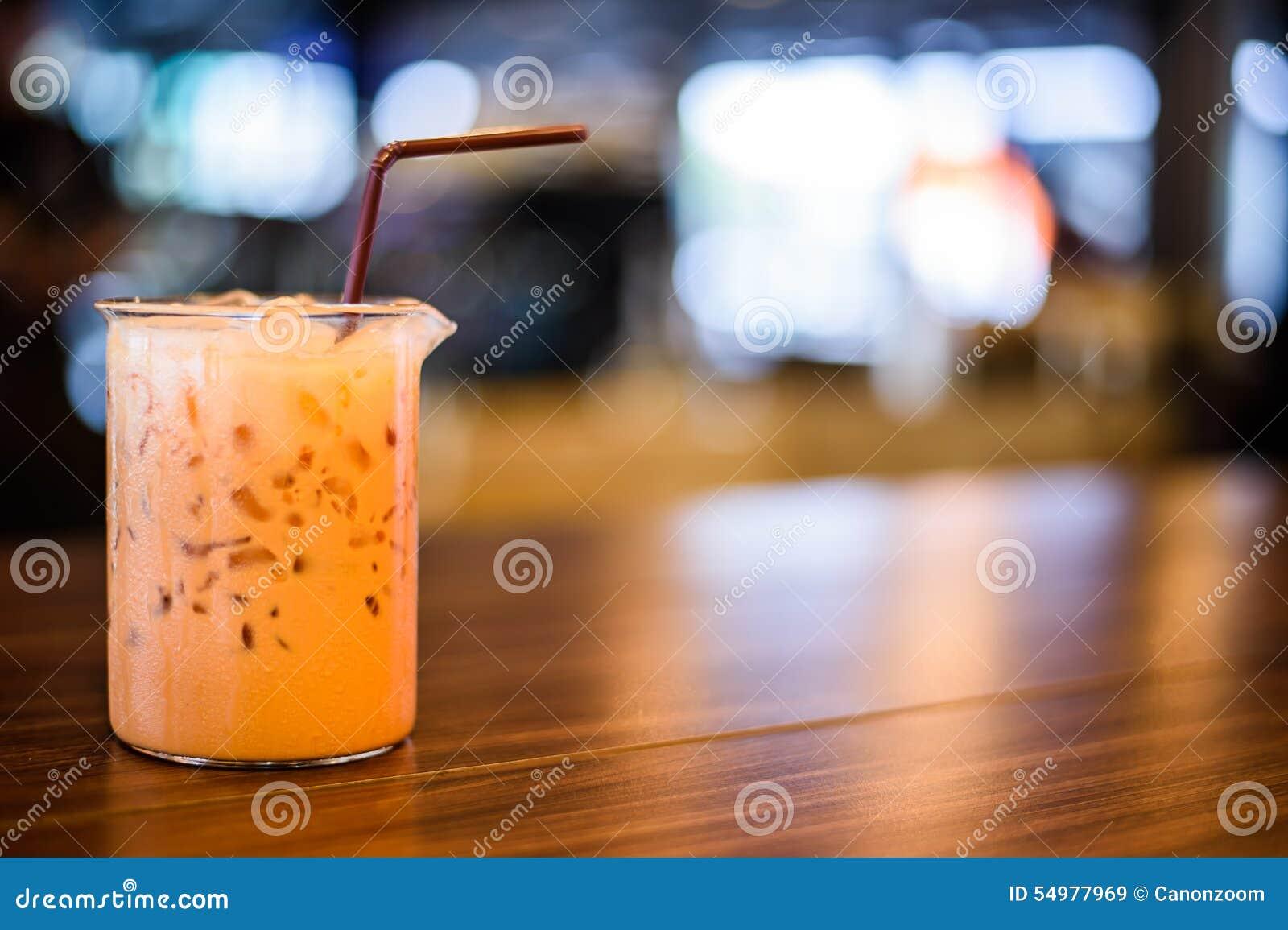 Closeup av en kopp kaffe på coffee shopbakgrund