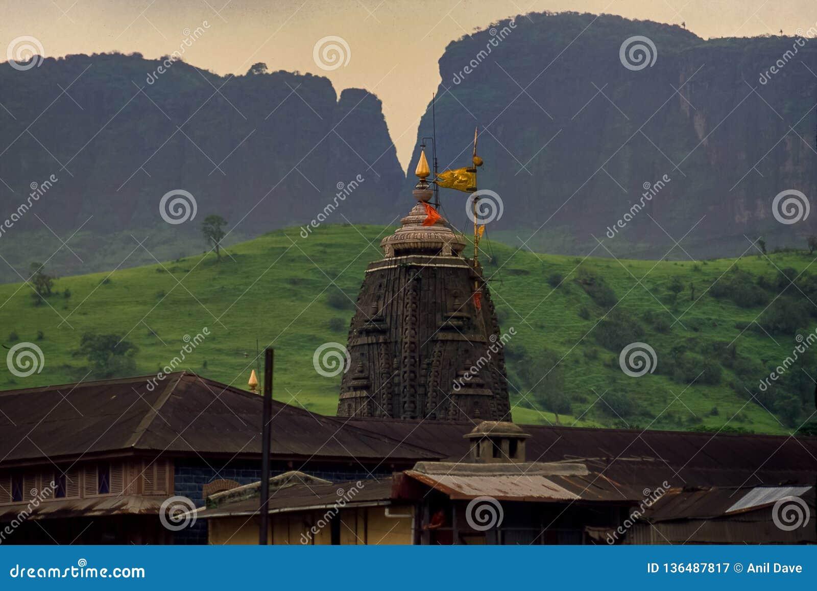 Closeup av shikhaen som jyotirling Trimbakeshwar Shiva Temple