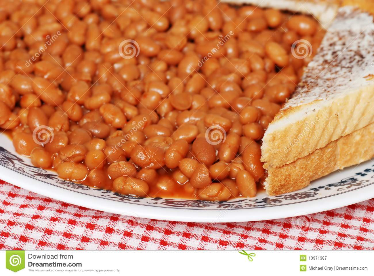 ... Free Stock Photography: Closeup baked beans in tomato sauce with toast