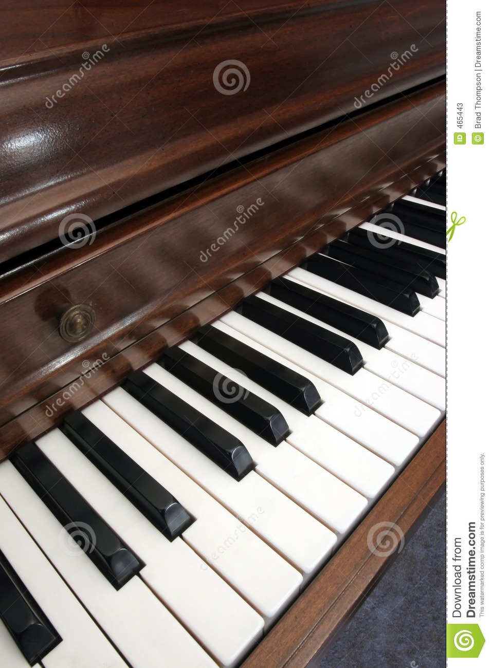 Closeup of diagonal picture of a piano
