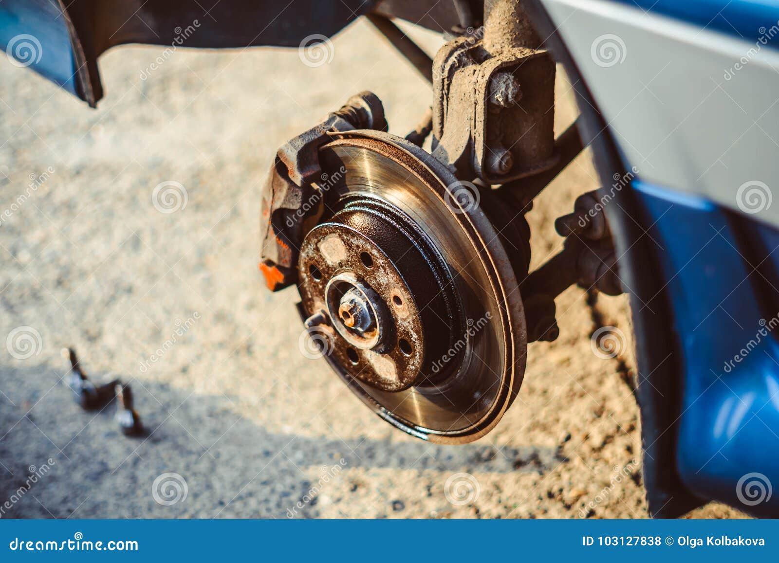 Disc brake of the vehicle for repair.