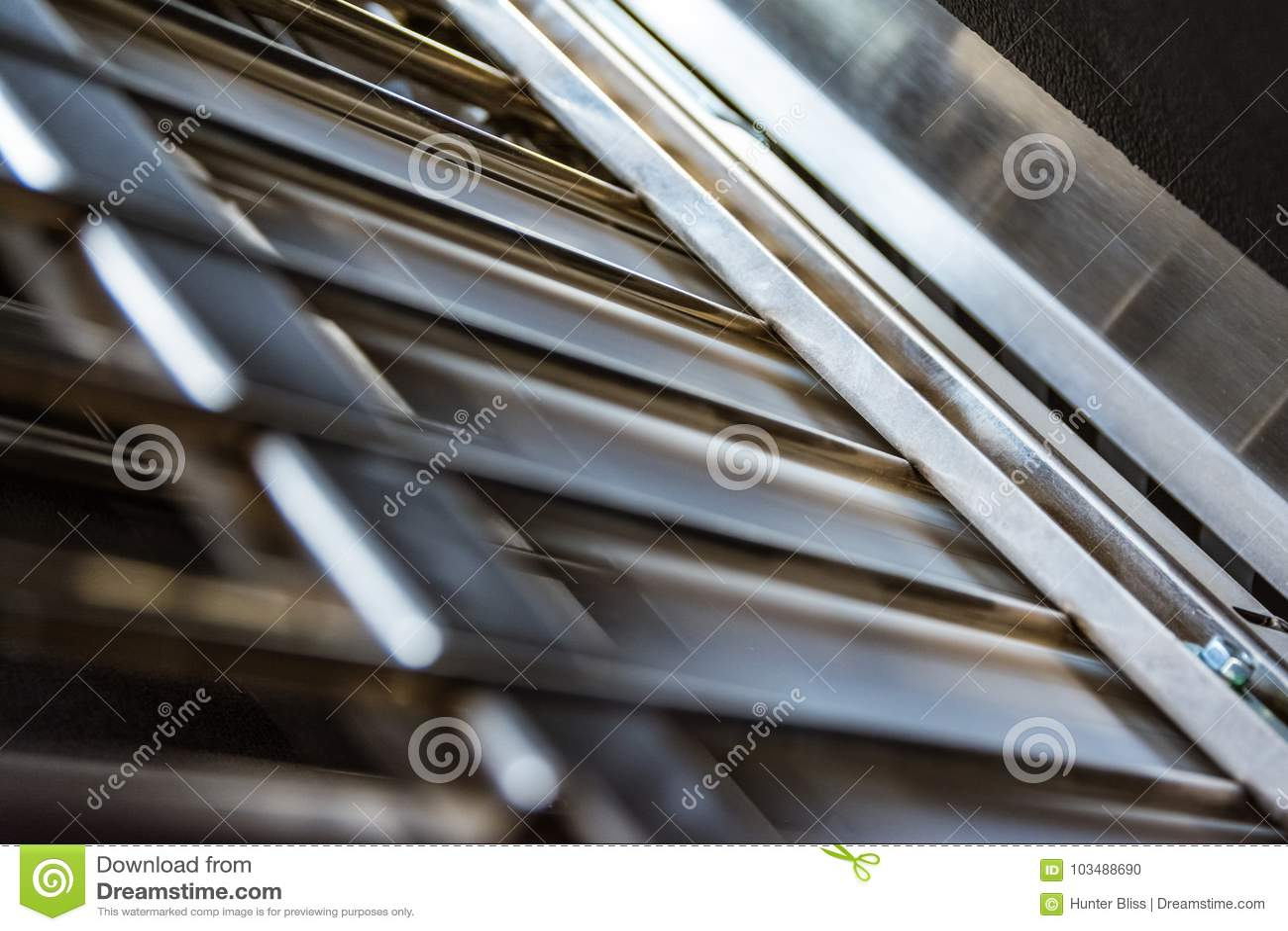 Closeup för press för stänger för metall för pappers- enhet för vikningmaskinveck inre