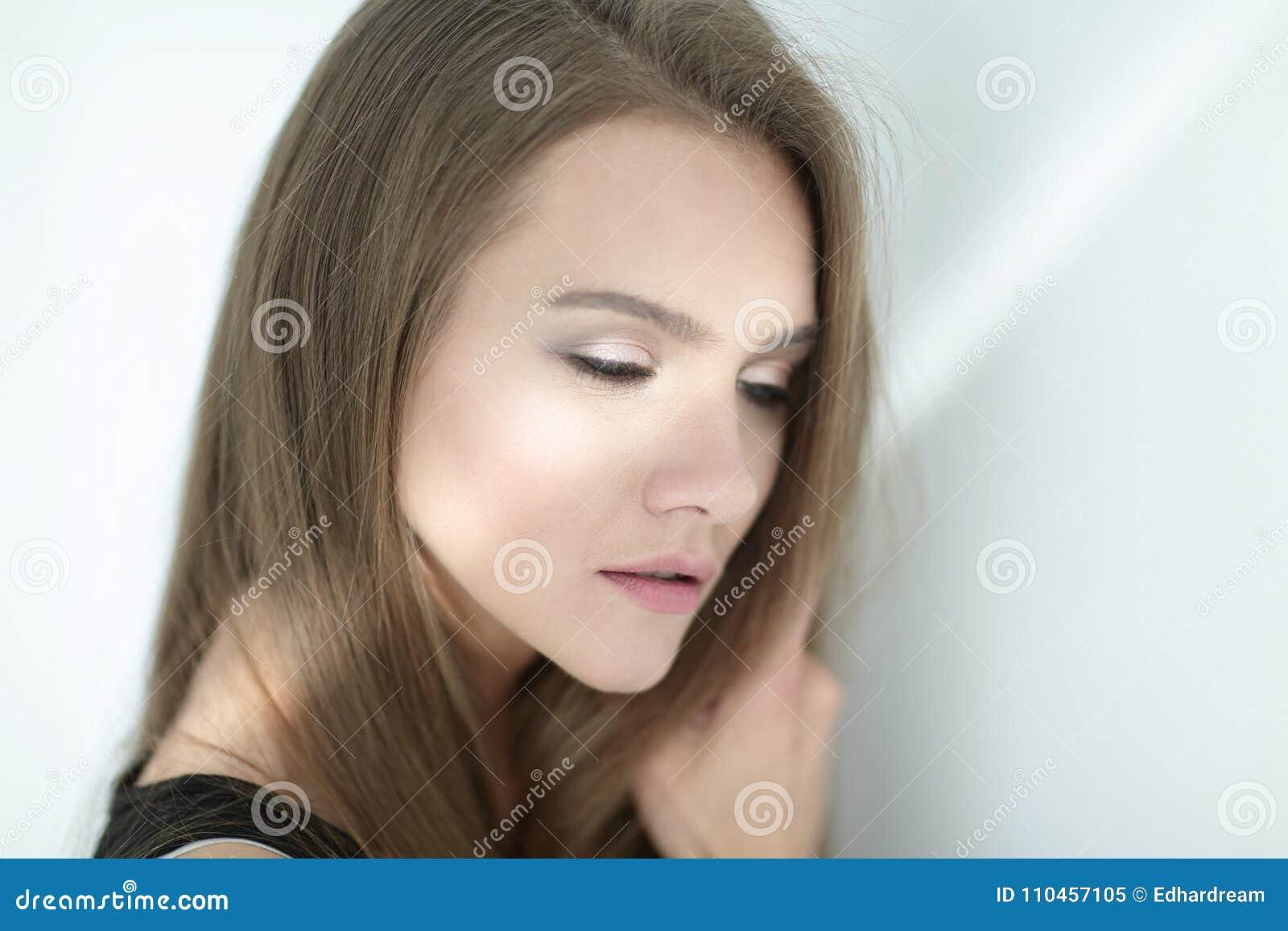 Closeup foto av en attraktiv ung kvinna