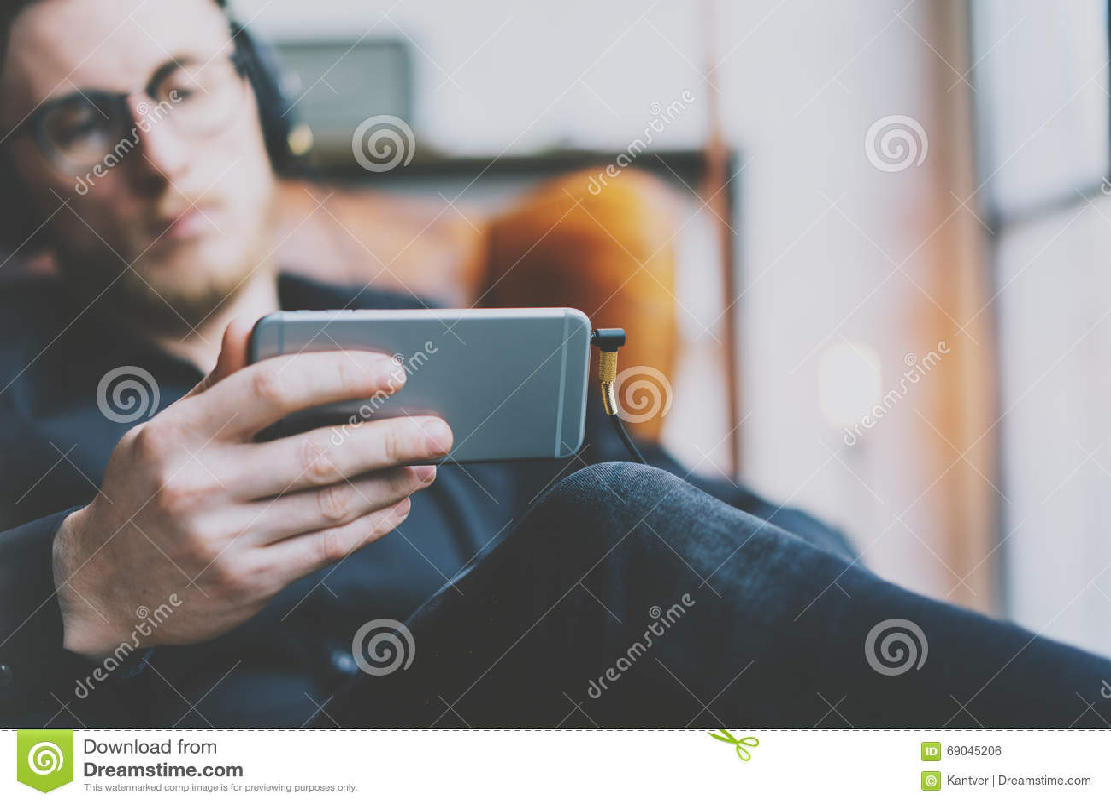 скачать видео для взрослых на мобильный