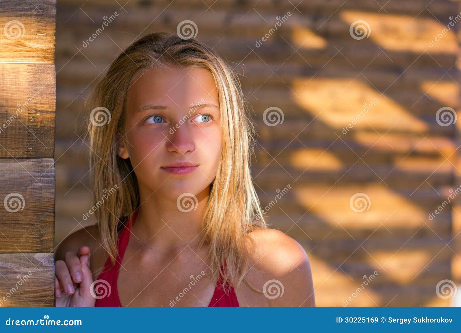 запретить юные девочки в модели крупным планом фото одно поверье, что