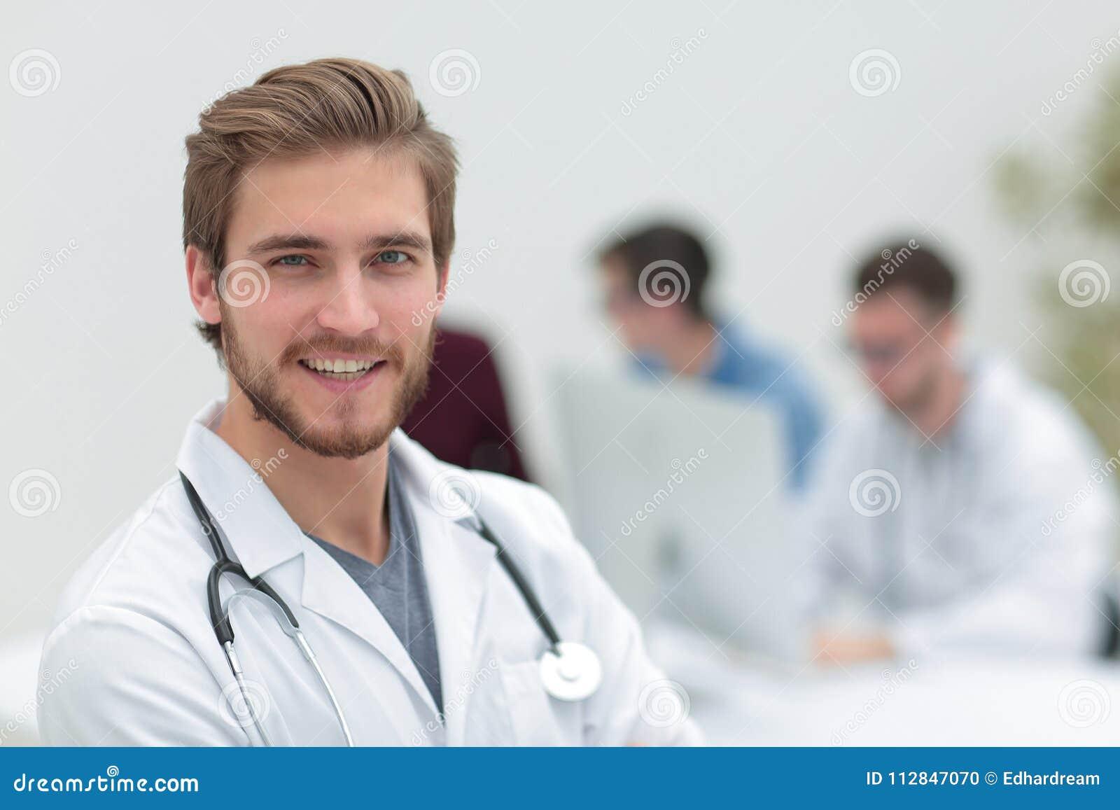 Closeup Retrato de um doutor considerável