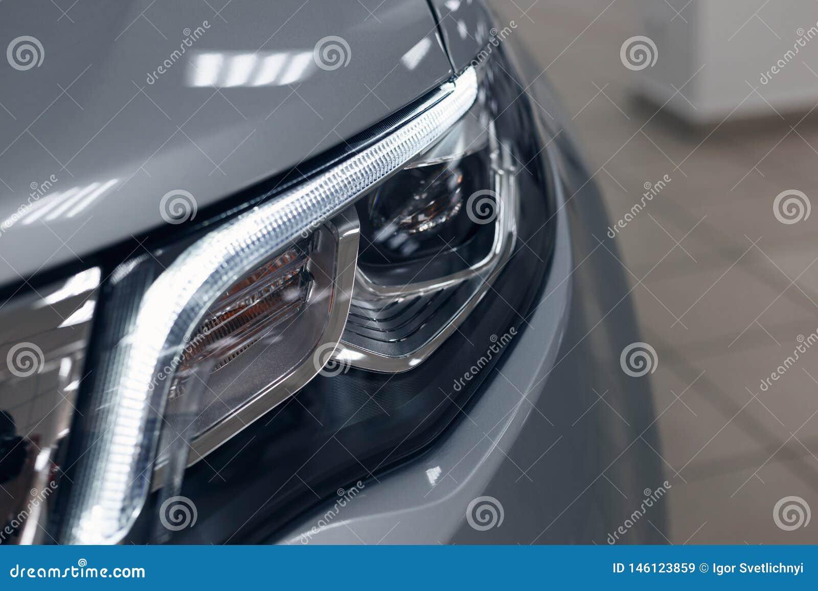 Closeupbillyktor av en modern bil