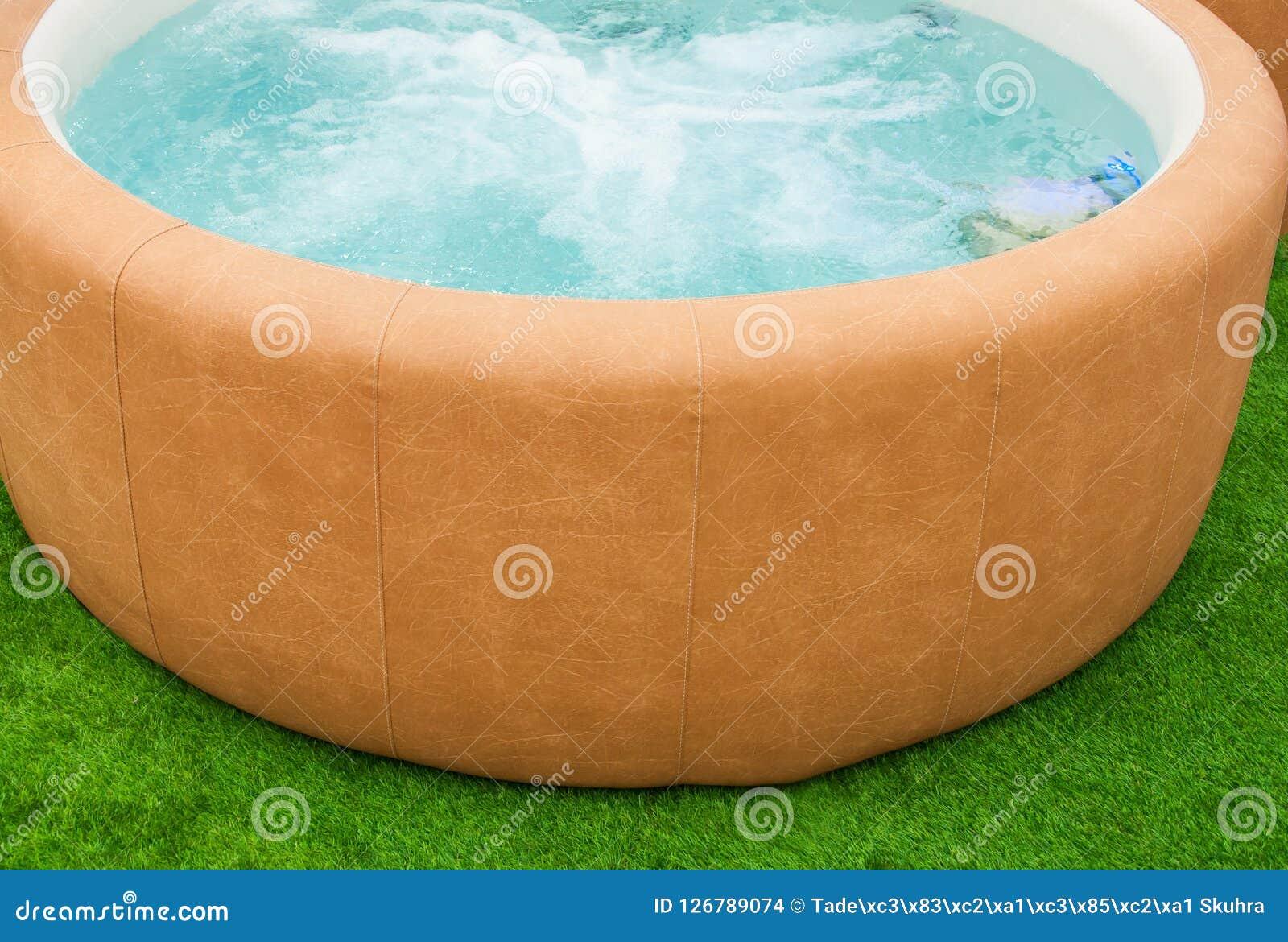 Closeupen av varmt badar