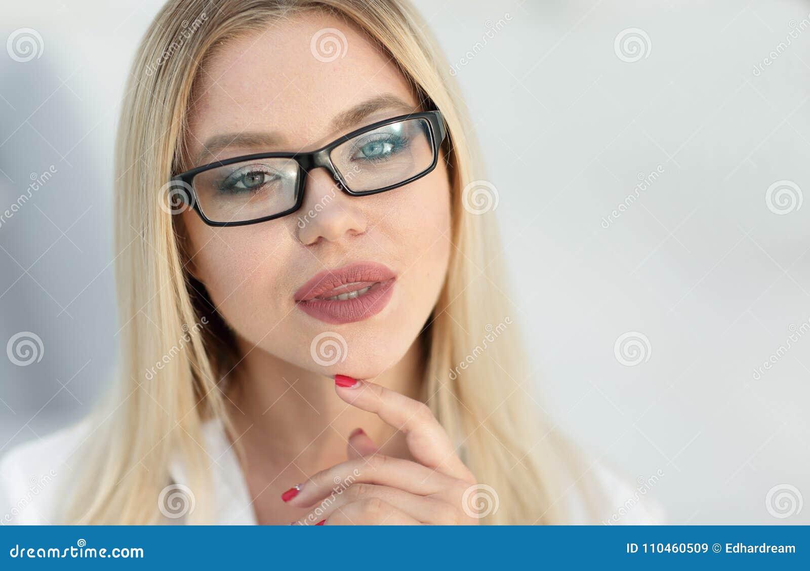 Closeupstående av lyckade affärskvinnor