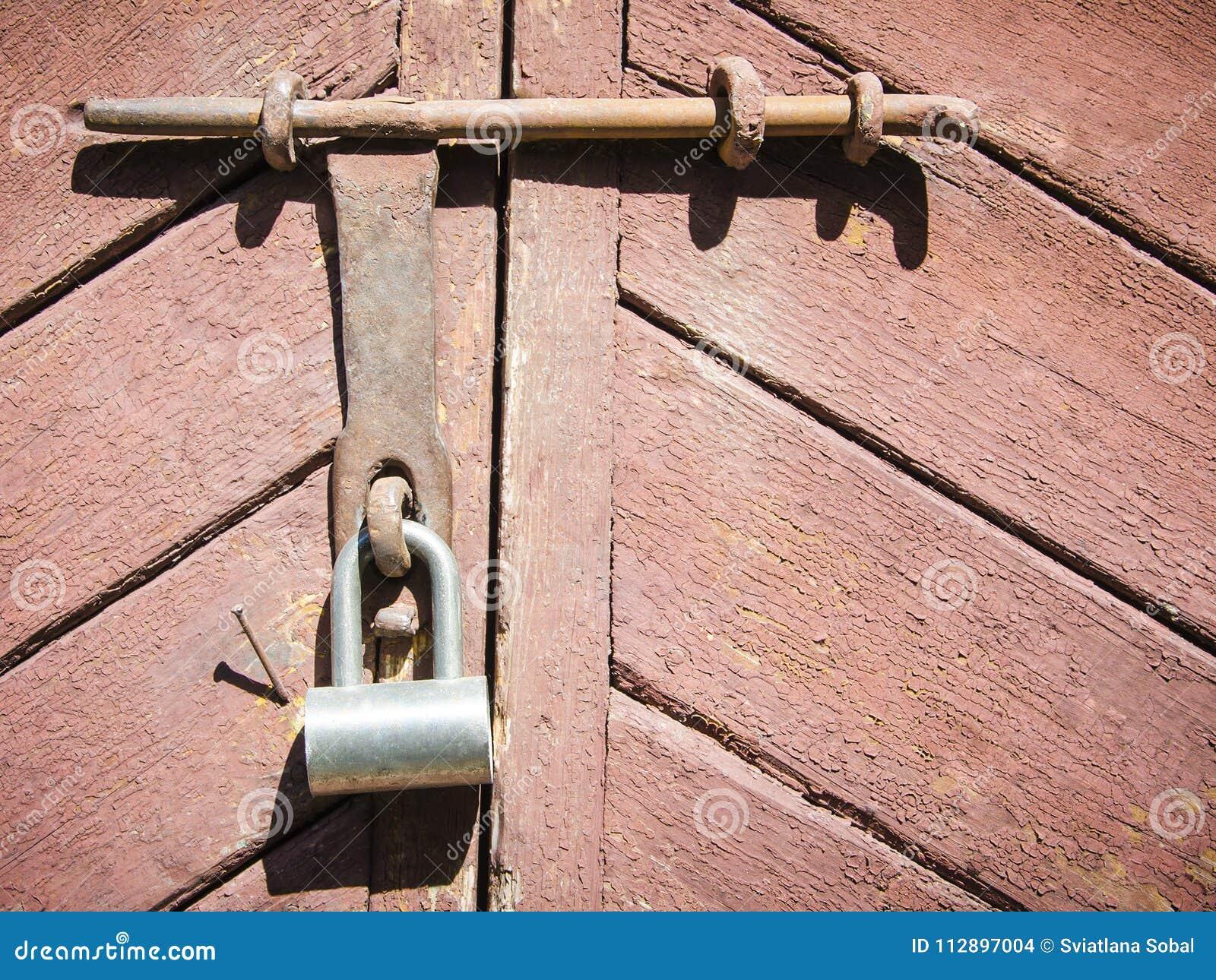 Closeupträdörr med låset
