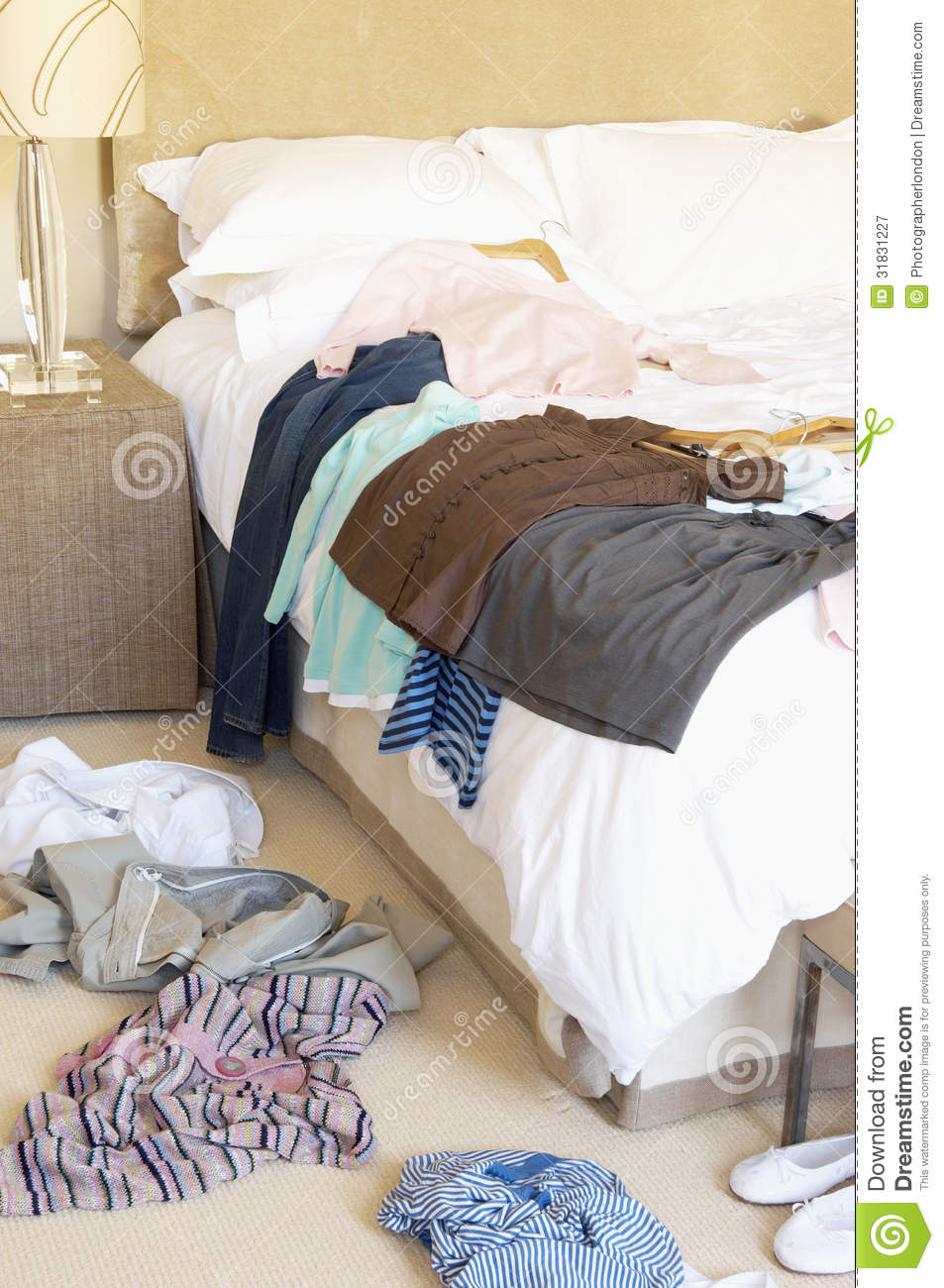Laundering Items to Kill Bed Bugs .pdf) Washing clothes and bedding is a simple and cheap method of killing all bed bugs. It is a very important part of both do-it-yourself bed bug control, and when you have professional pest control company apply insecticides.