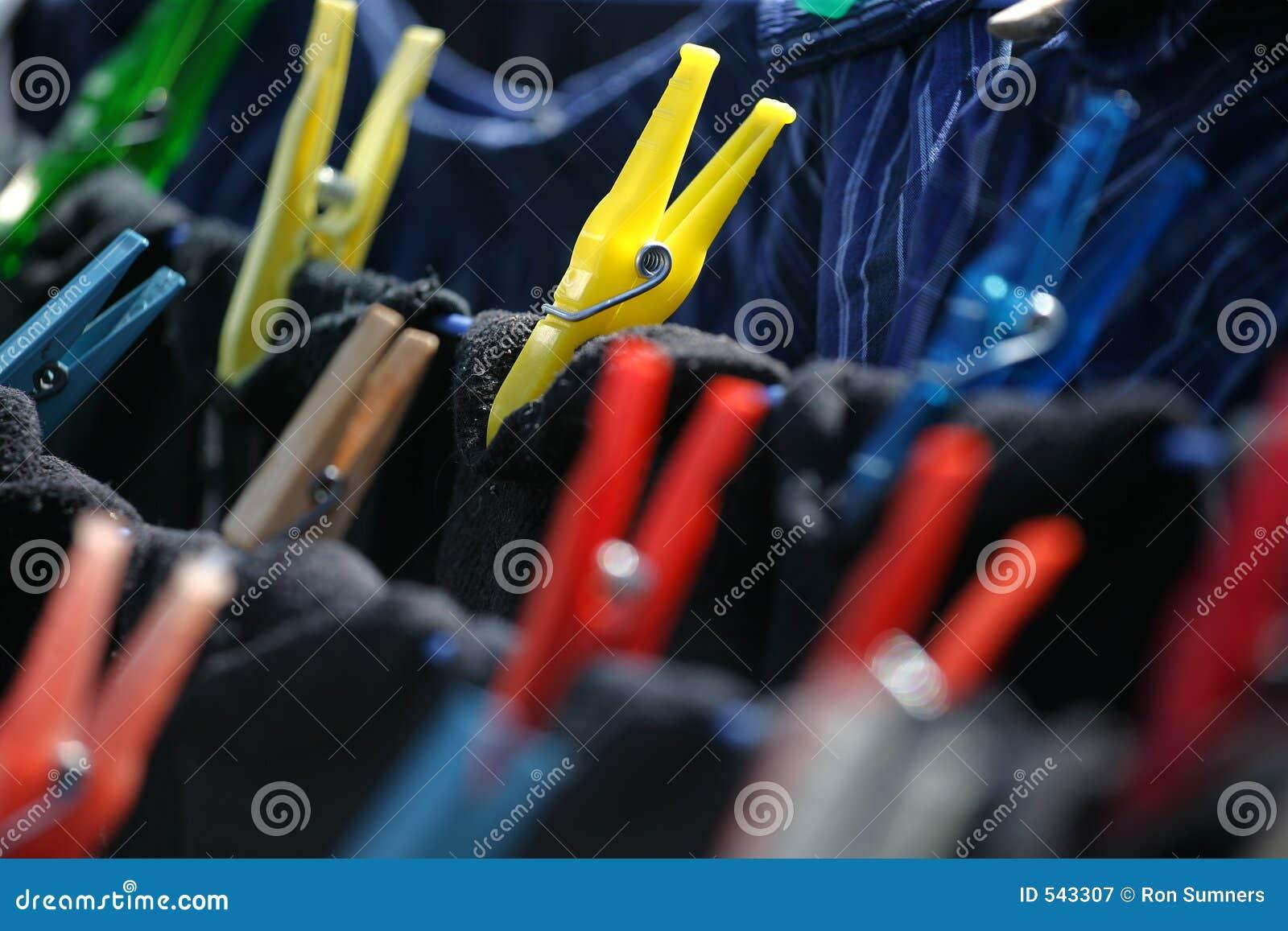 Clothespins no clothesline