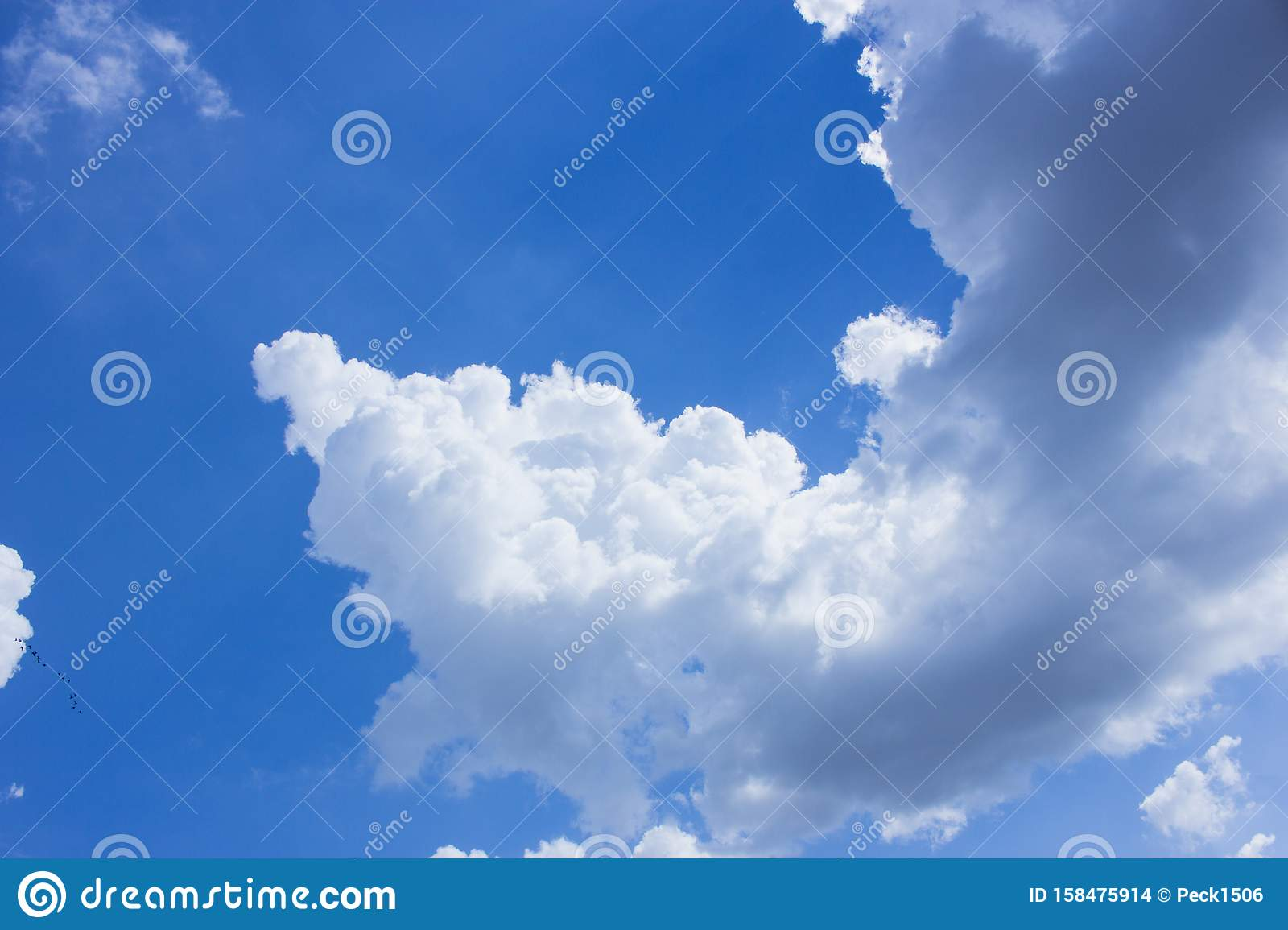 The cloud and blue sky, the cloud and sunlight